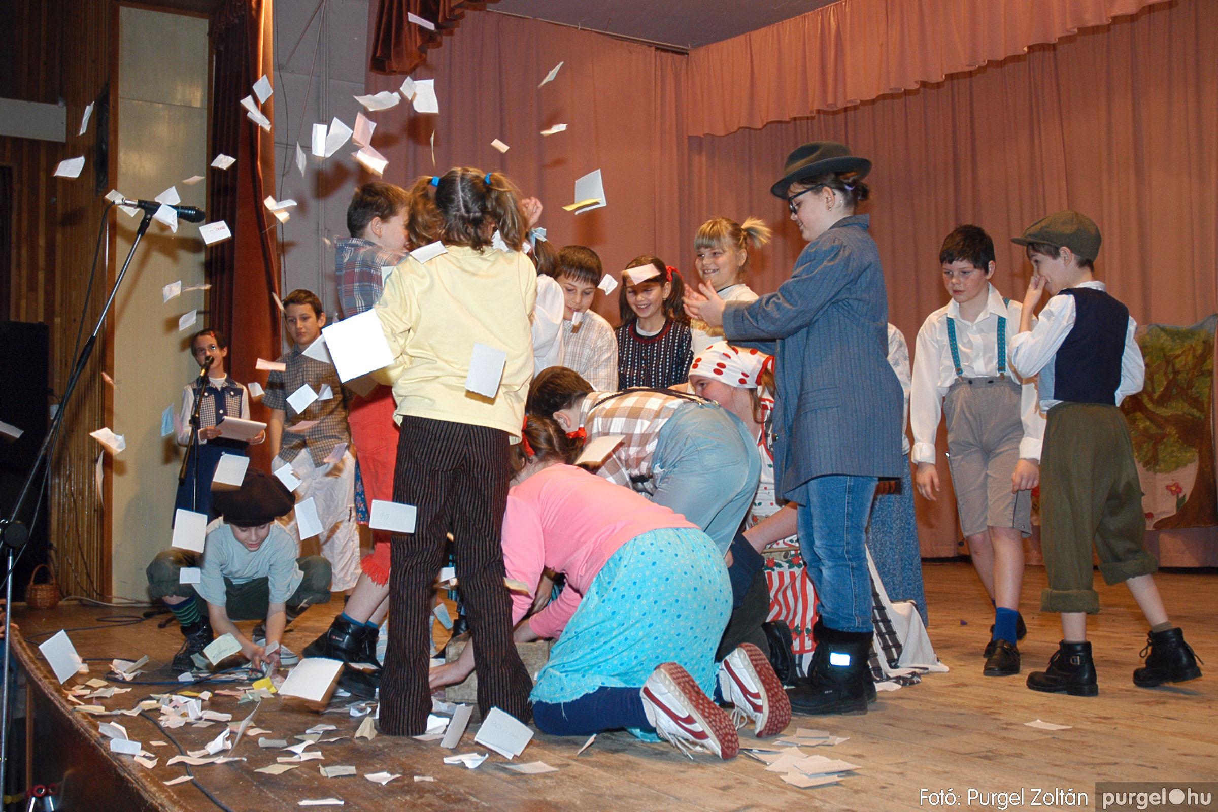 2005.02.11-12. 044 Forray Máté Általános Iskola farsang 2005.  - Fotó:PURGEL ZOLTÁN© DSC_0046q.jpg