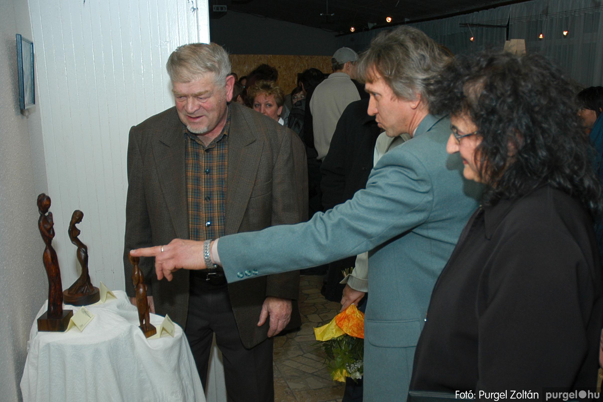 2005.01.22. 017 Tóth József fafaragó kiállítása - Fotó:PURGEL ZOLTÁN© DSC_0019q.jpg