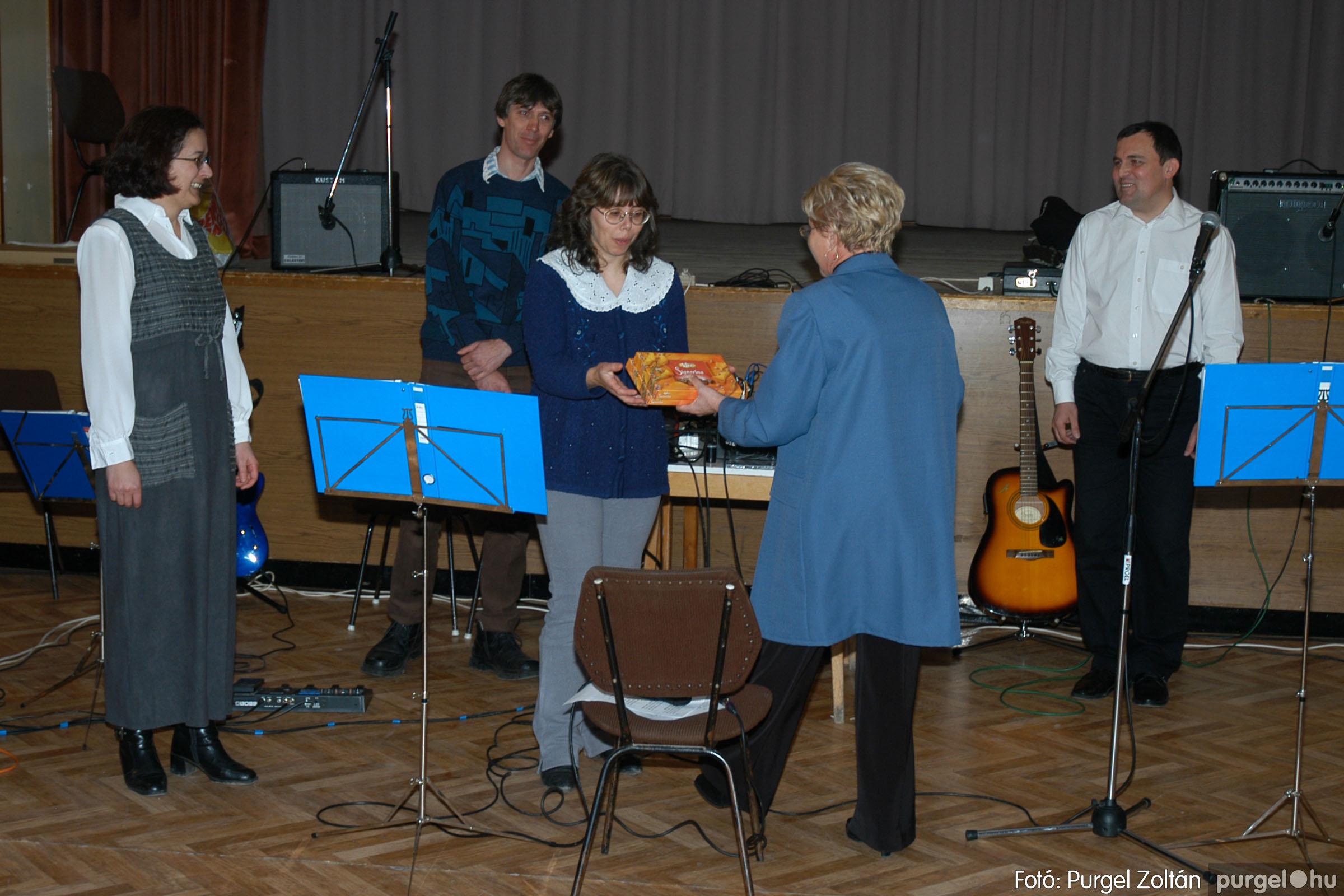 2005.01.22. 006 Tóth József fafaragó kiállítása - Fotó:PURGEL ZOLTÁN© DSC_0006q.jpg