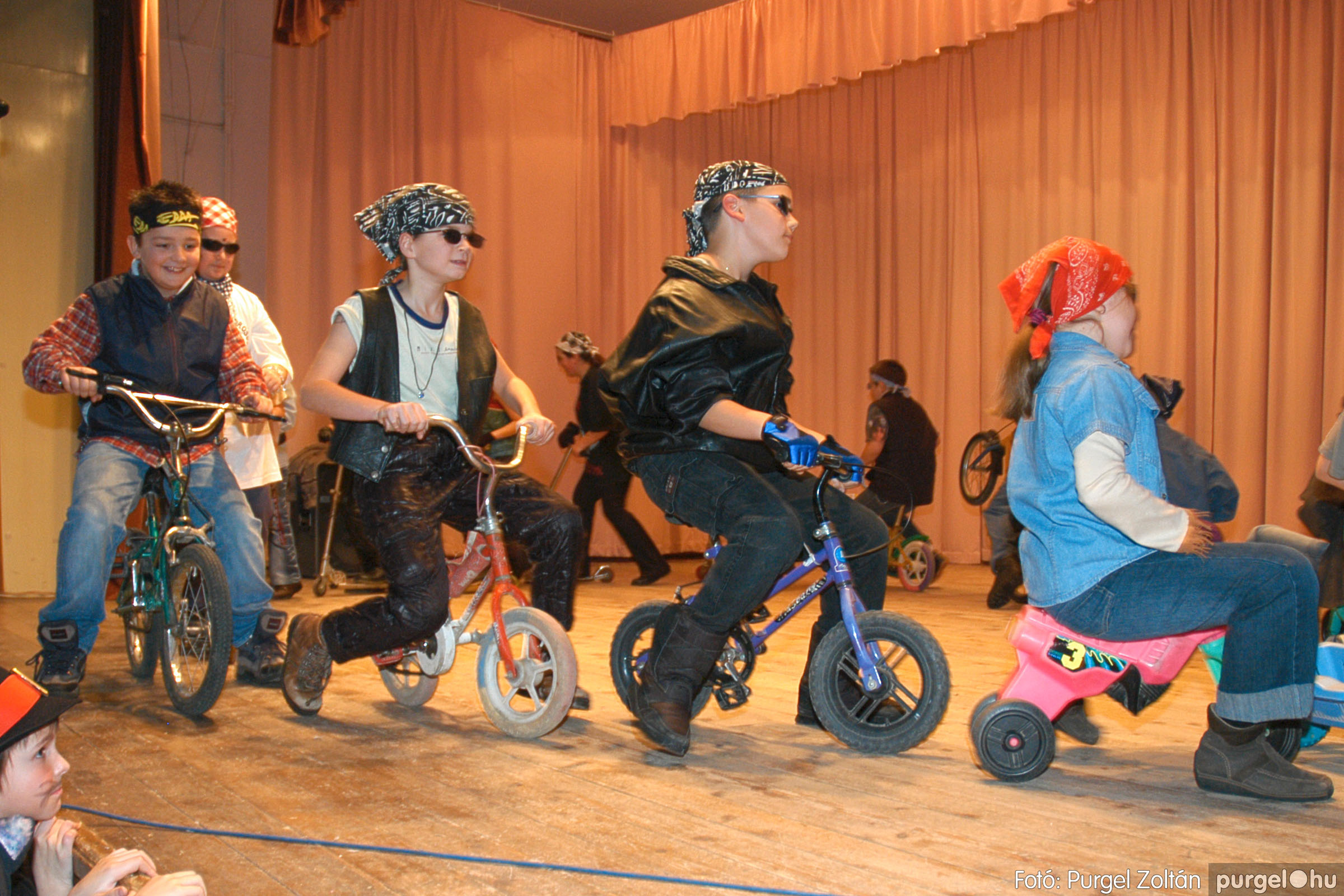 2005.02.11-12. 075 Forray Máté Általános Iskola farsang 2005.  - Fotó:PURGEL ZOLTÁN© DSC_0083q.jpg