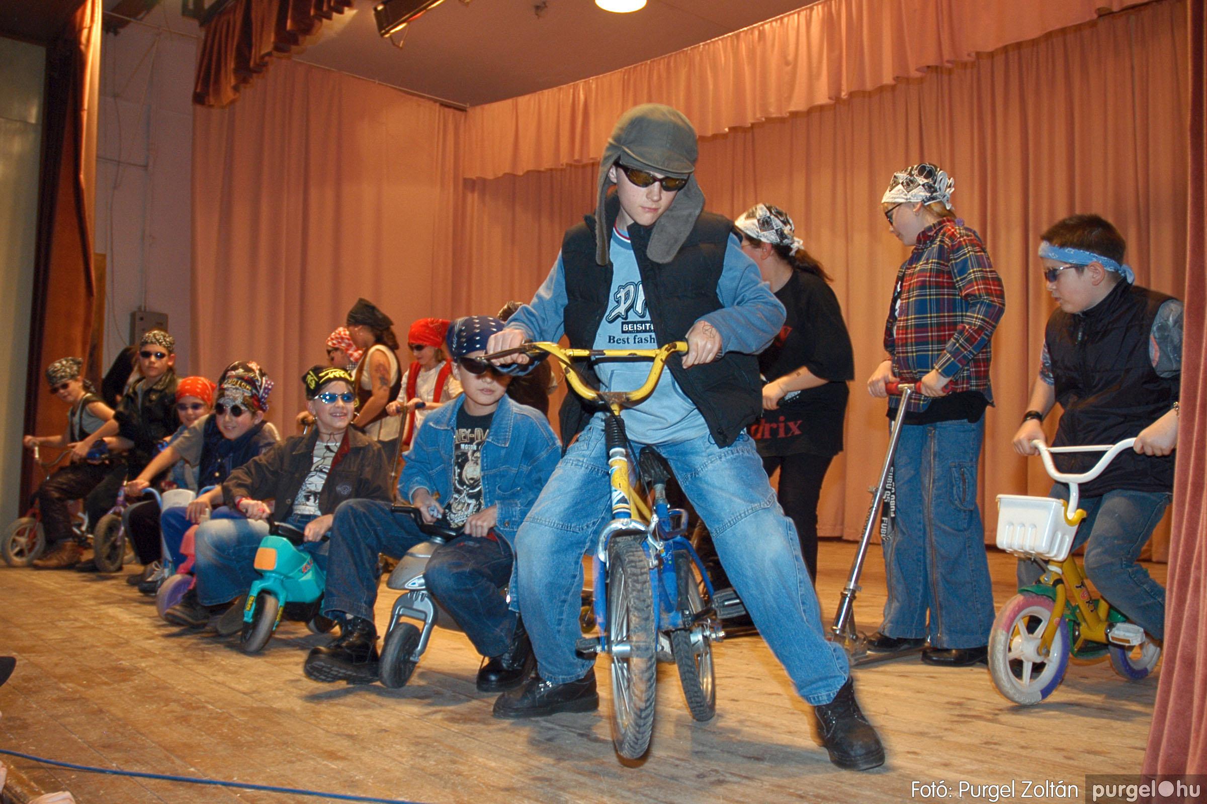 2005.02.11-12. 074 Forray Máté Általános Iskola farsang 2005.  - Fotó:PURGEL ZOLTÁN© DSC_0082q.jpg