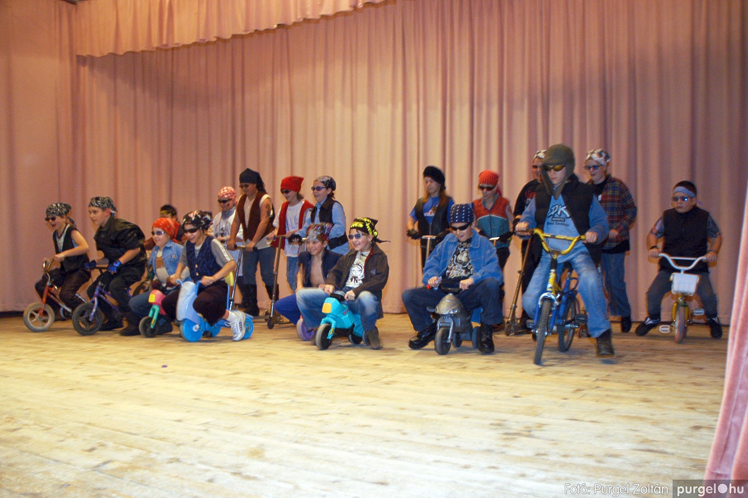 2005.02.11-12. 072 Forray Máté Általános Iskola farsang 2005.  - Fotó:PURGEL ZOLTÁN© DSC_0080q.jpg