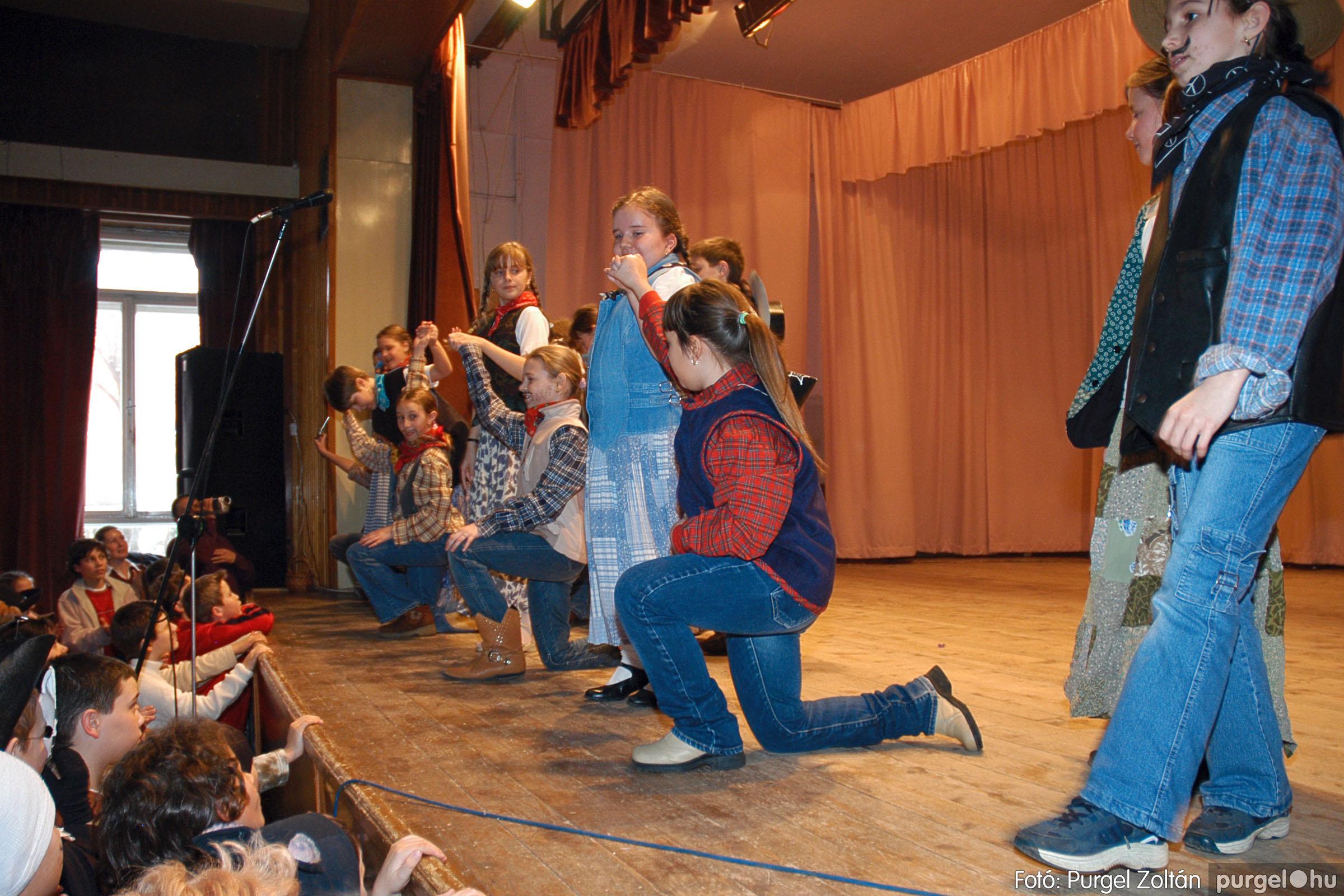 2005.02.11-12. 071 Forray Máté Általános Iskola farsang 2005.  - Fotó:PURGEL ZOLTÁN© DSC_0076q.jpg