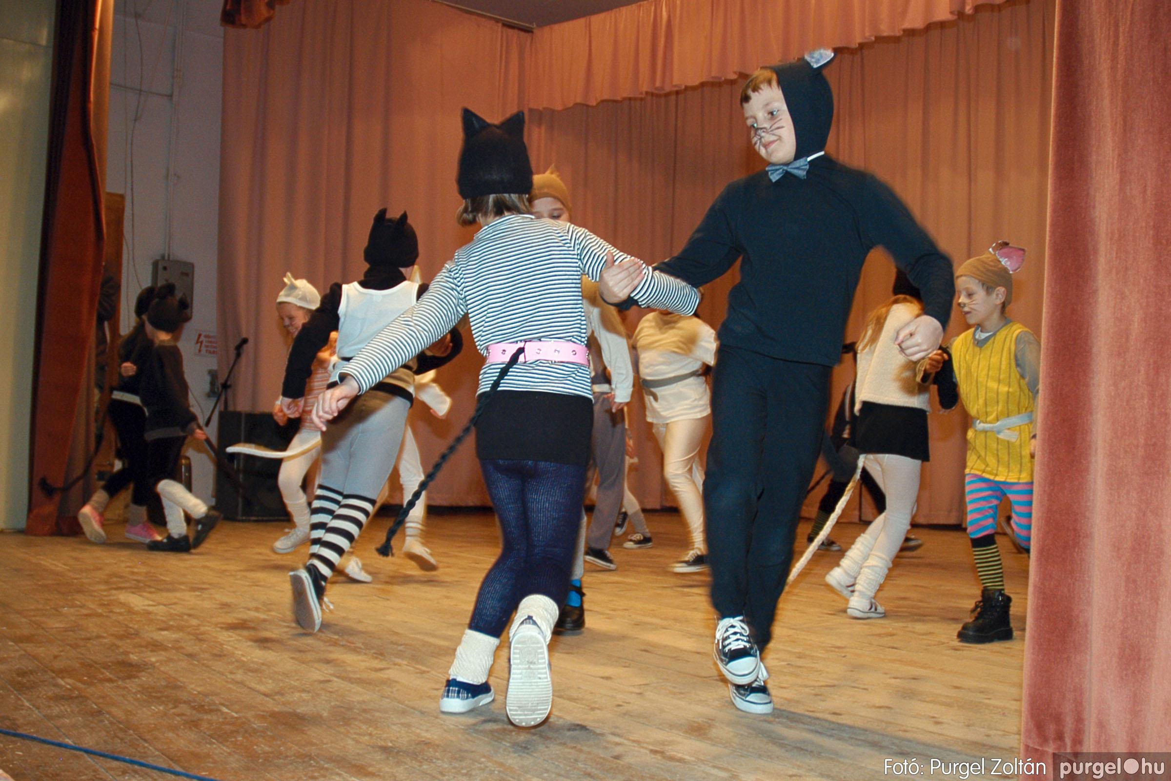 2005.02.11-12. 060 Forray Máté Általános Iskola farsang 2005.  - Fotó:PURGEL ZOLTÁN© DSC_0063q.jpg