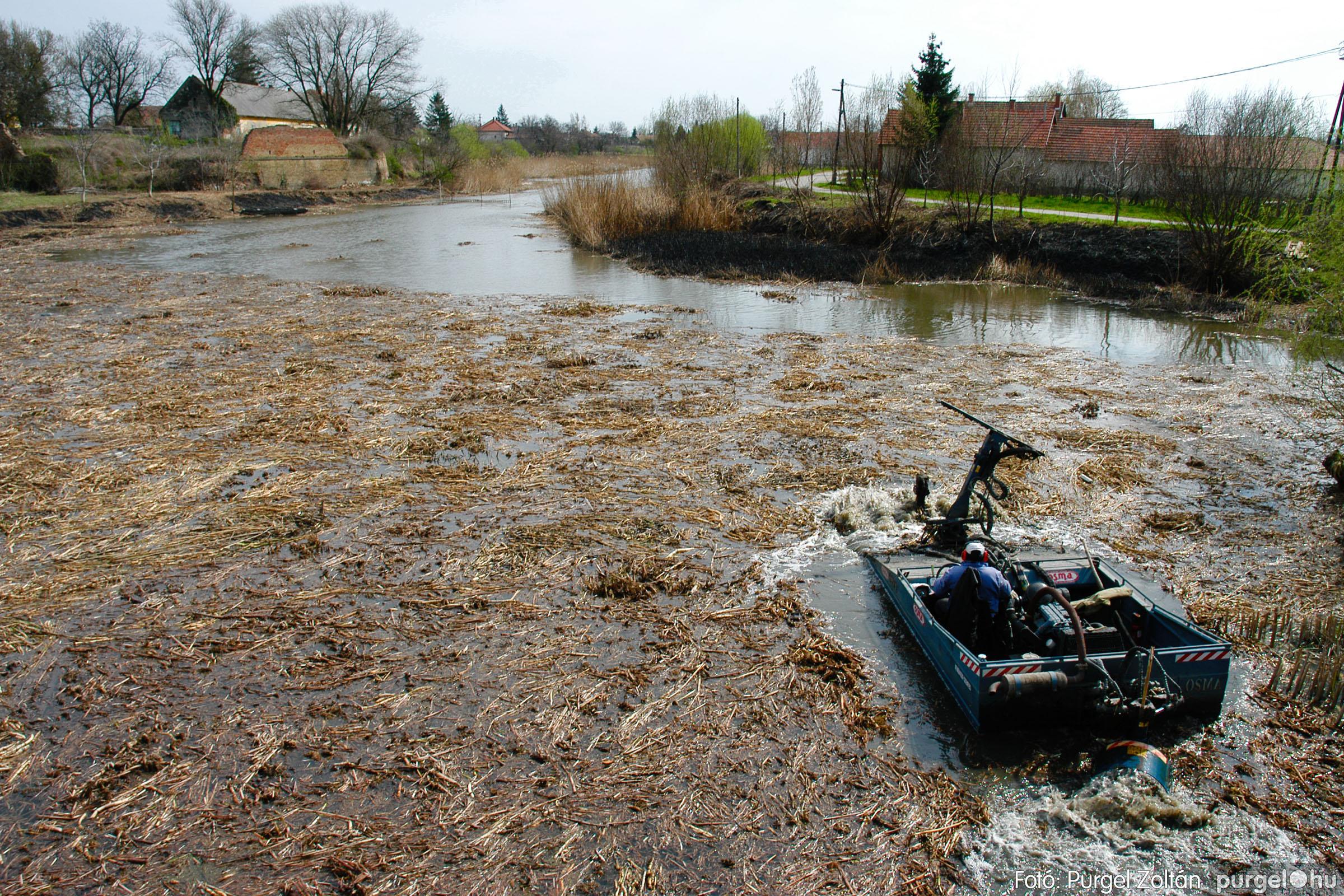2005.04.08. 008 Tisztul a Kurca - Fotó:PURGEL ZOLTÁN© DSC_0010q.jpg