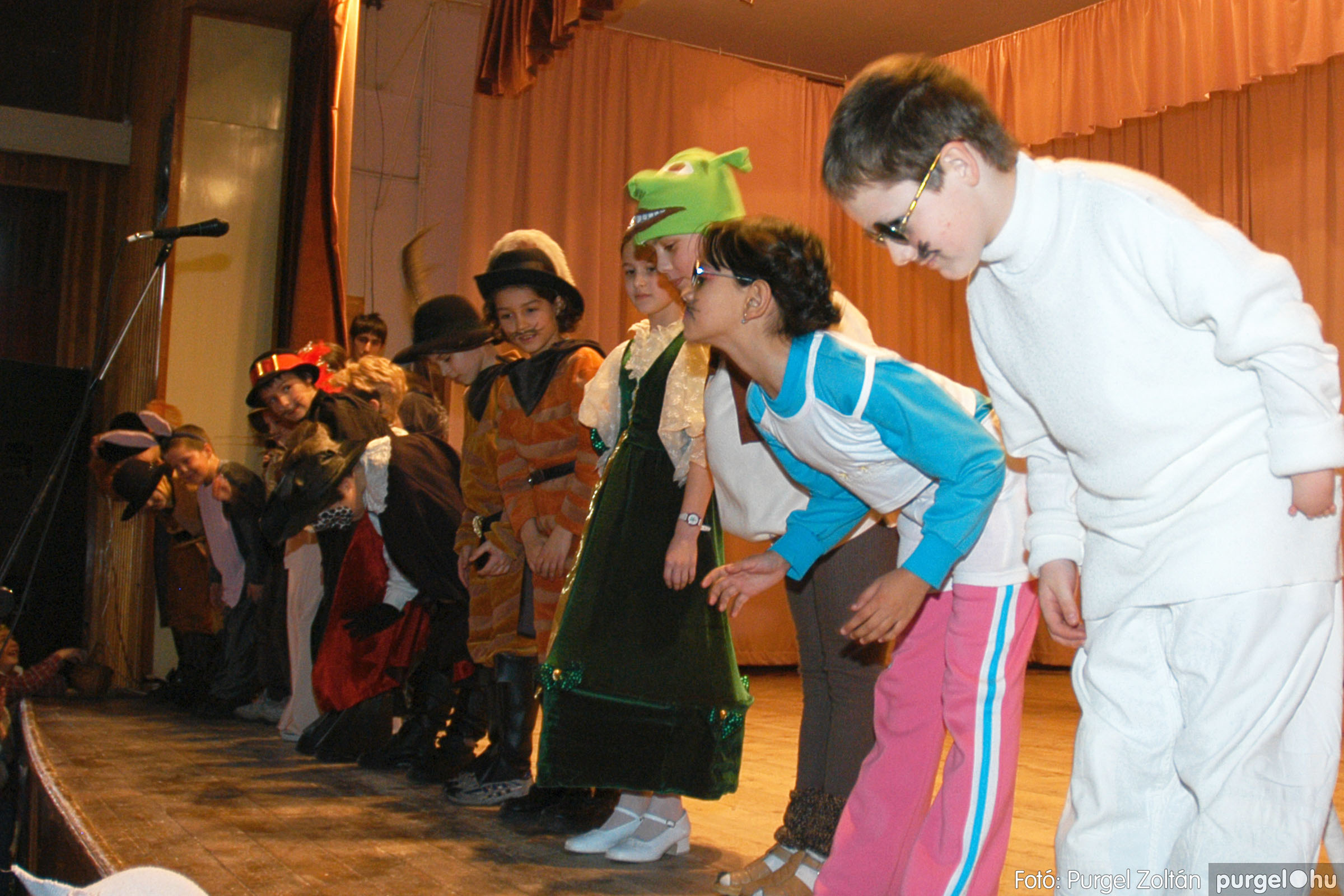 2005.02.11-12. 052 Forray Máté Általános Iskola farsang 2005.  - Fotó:PURGEL ZOLTÁN© DSC_0055q.jpg