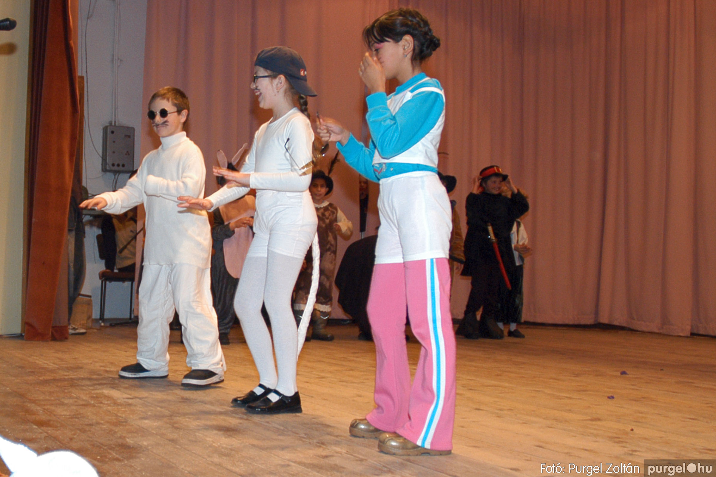 2005.02.11-12. 049 Forray Máté Általános Iskola farsang 2005.  - Fotó:PURGEL ZOLTÁN© DSC_0051qa.jpg