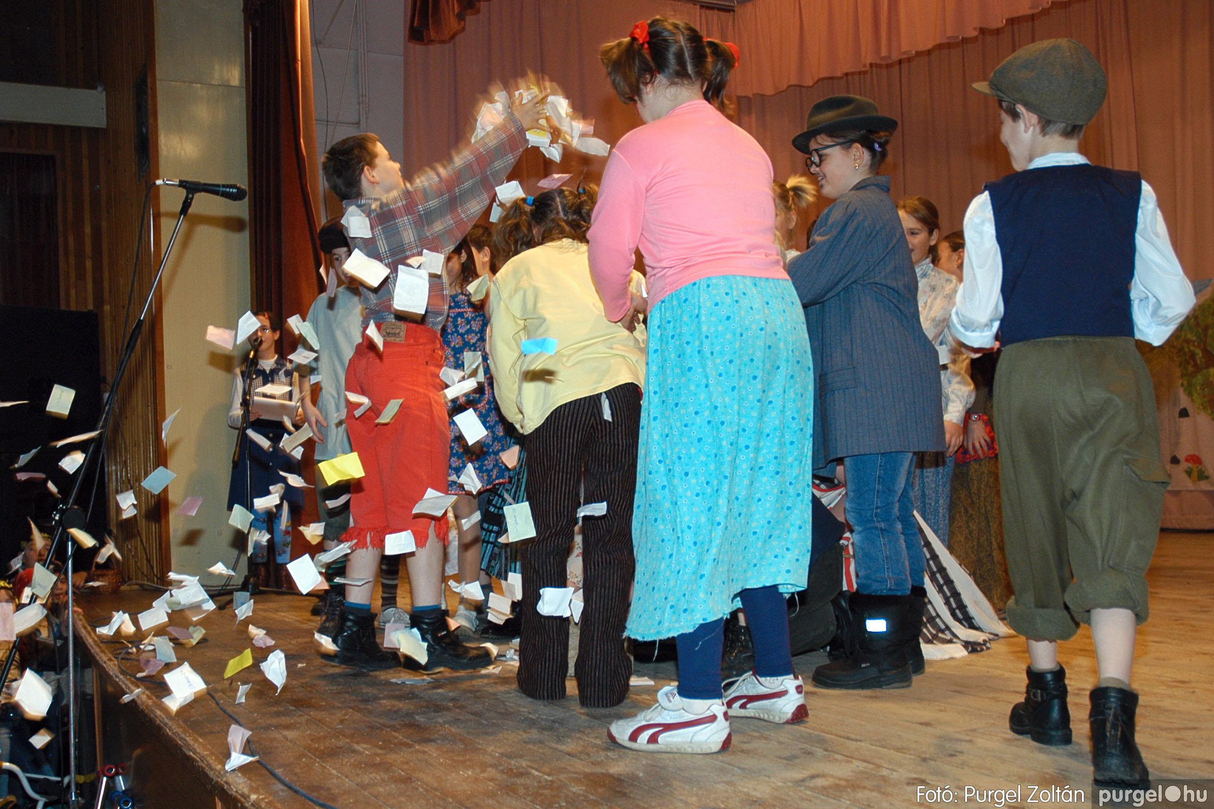 2005.02.11-12. 043 Forray Máté Általános Iskola farsang 2005.  - Fotó:PURGEL ZOLTÁN© DSC_0045q.jpg