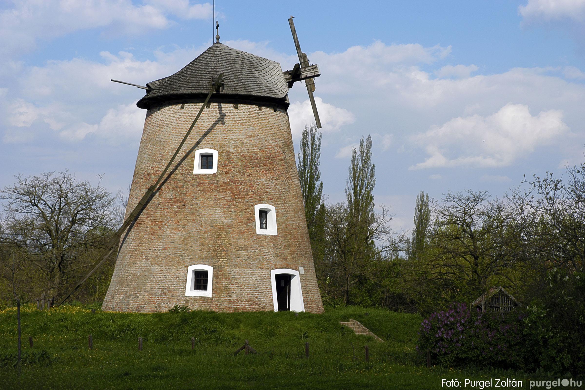 2005.04.28. 021 Tavaszi körkép: szélmalom, kastély, piactér, Kórógy-tó - Fotó:PURGEL ZOLTÁN© DSC_0059q.jpg