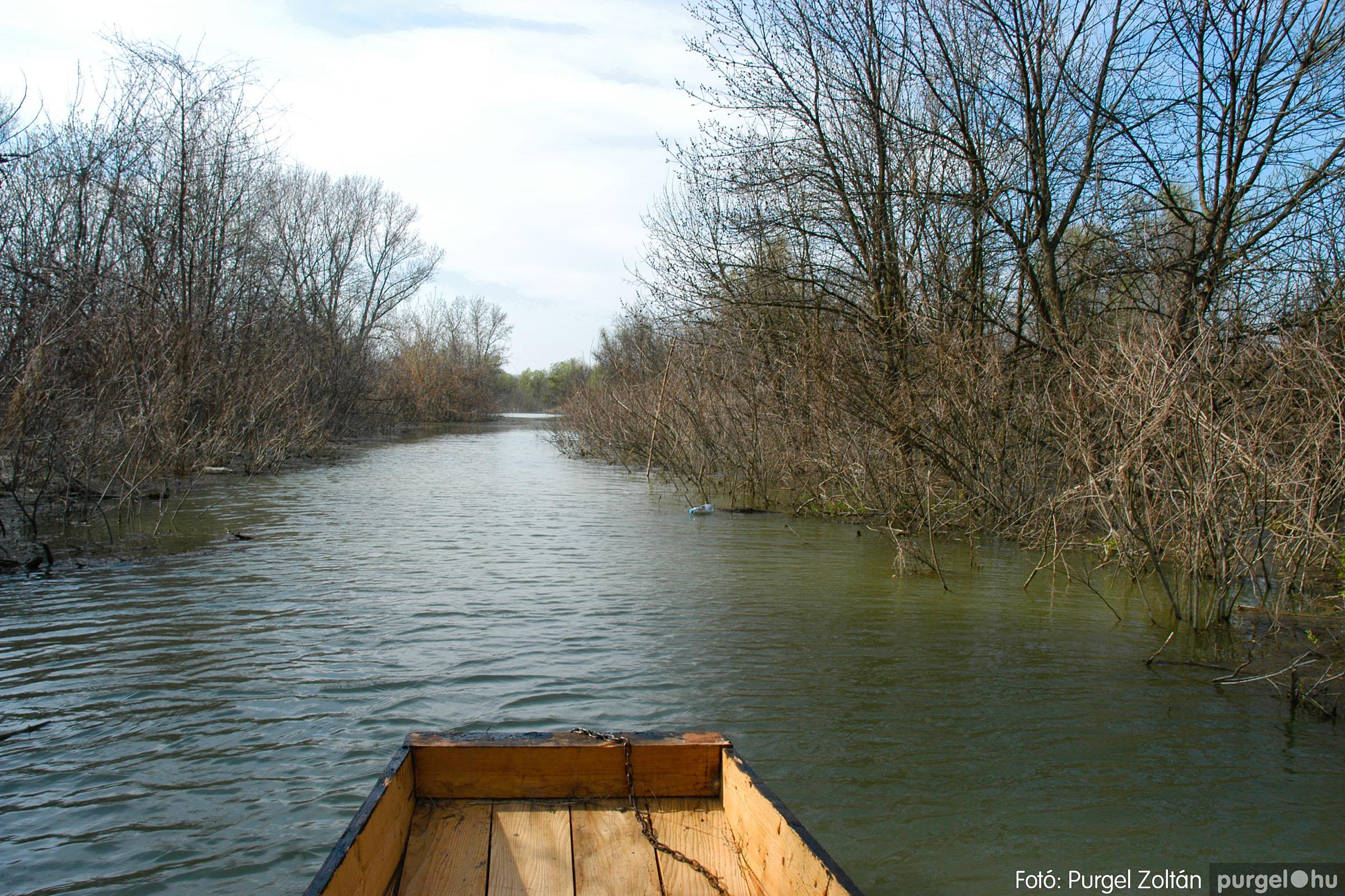 2005.04.08. 002 Csónakázás a Tisza árterében - Fotó:PURGEL ZOLTÁN© DSC_0032q.jpg