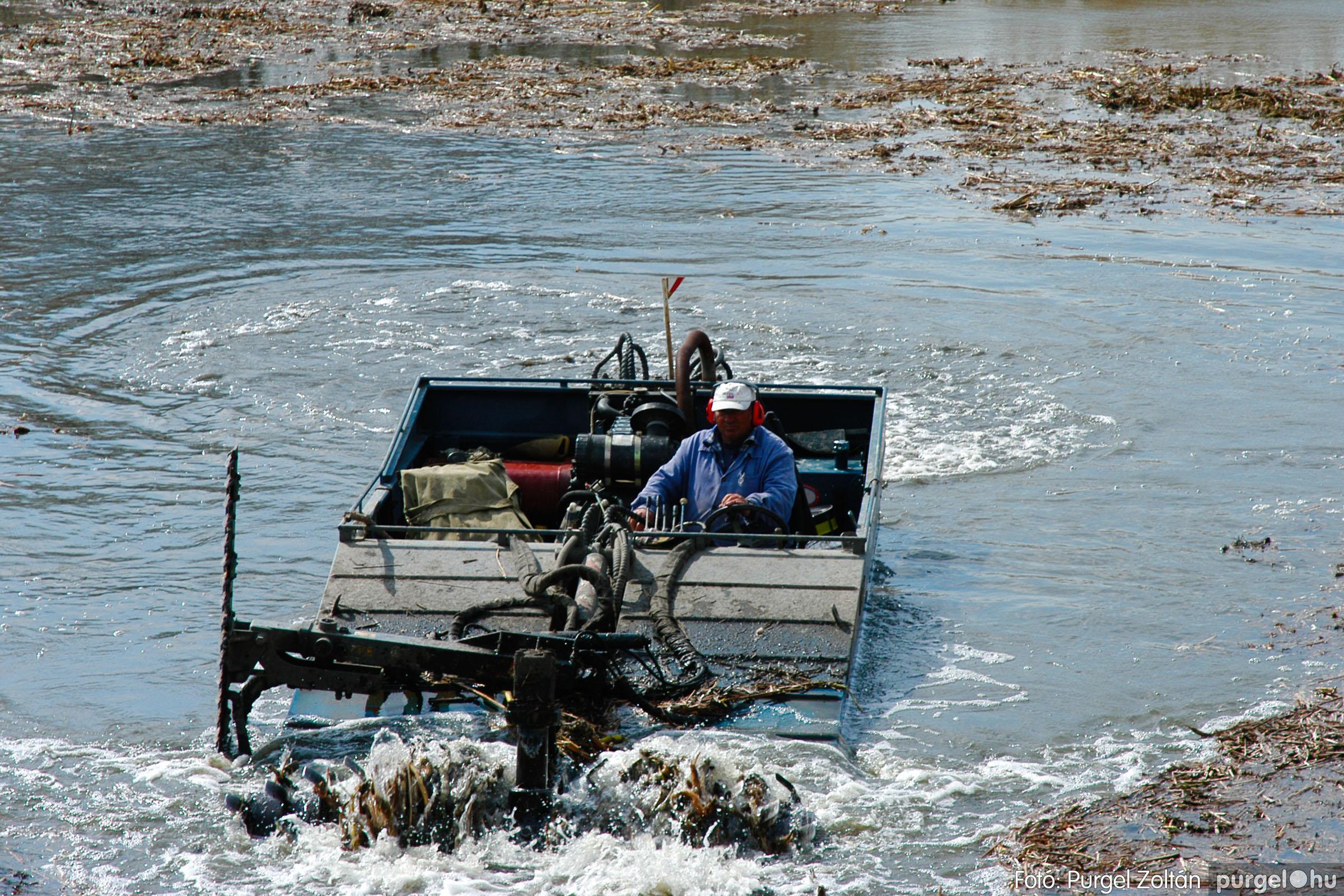 2005.04.08. 005 Tisztul a Kurca - Fotó:PURGEL ZOLTÁN© DSC_0005q.jpg