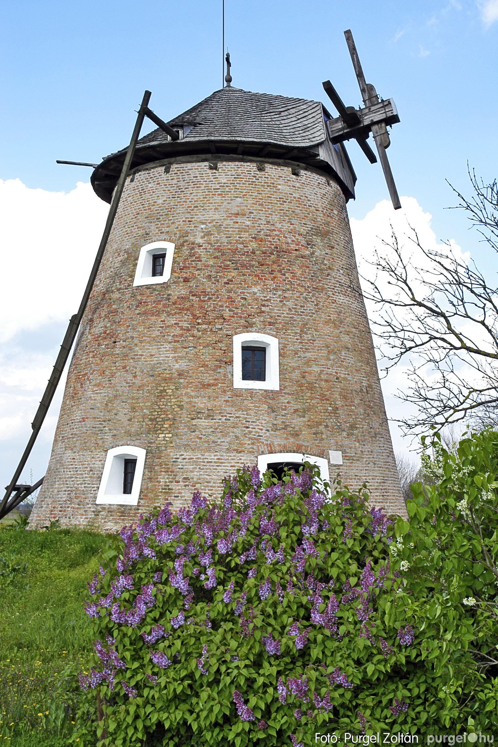 2005.04.28. 025 Tavaszi körkép: szélmalom, kastély, piactér, Kórógy-tó - Fotó:PURGEL ZOLTÁN© DSC_0066q.jpg