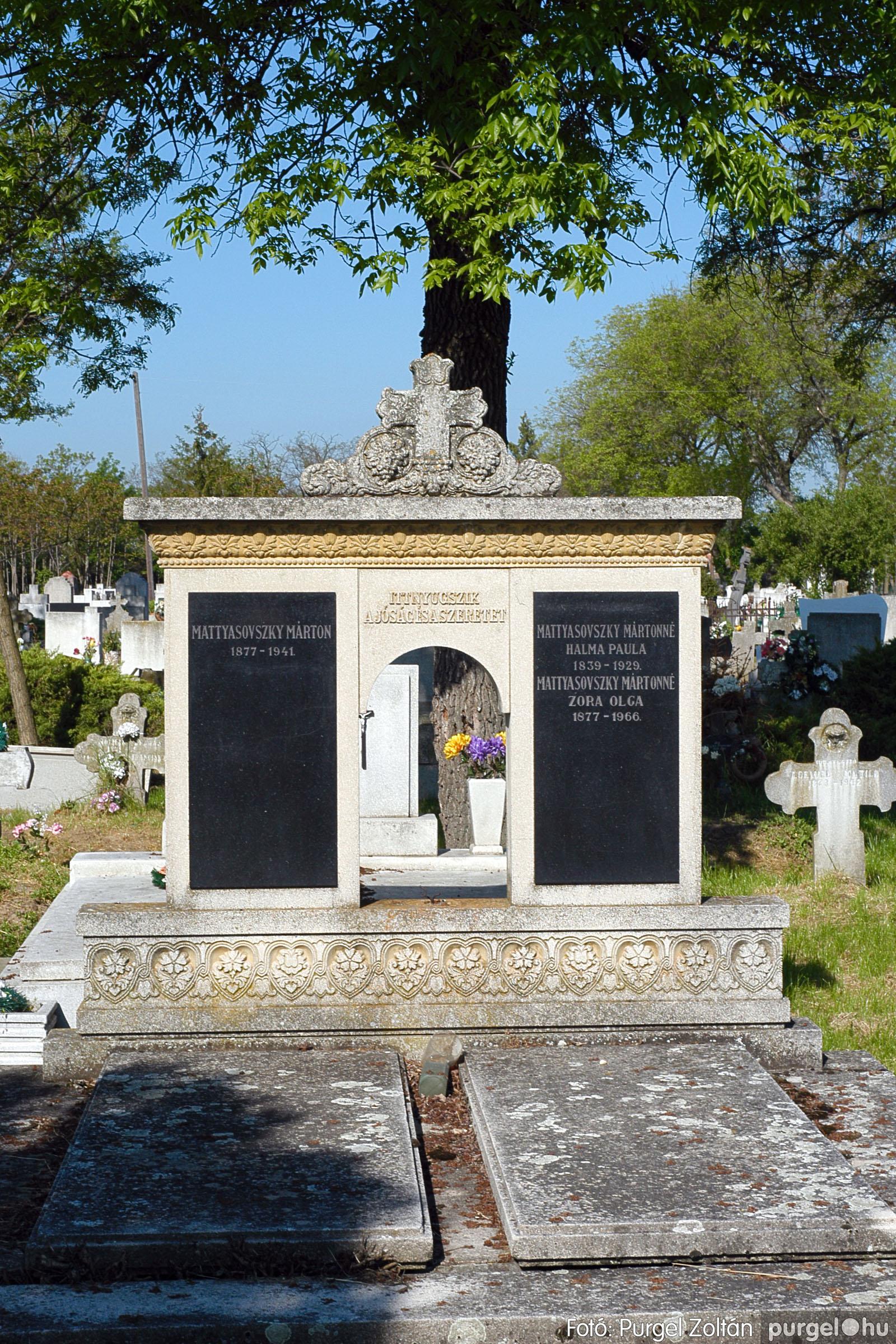 2005.05.12. 012 Barangolás a szegvári temetőben - Fotó:PURGEL ZOLTÁN© DSC_0012q.jpg