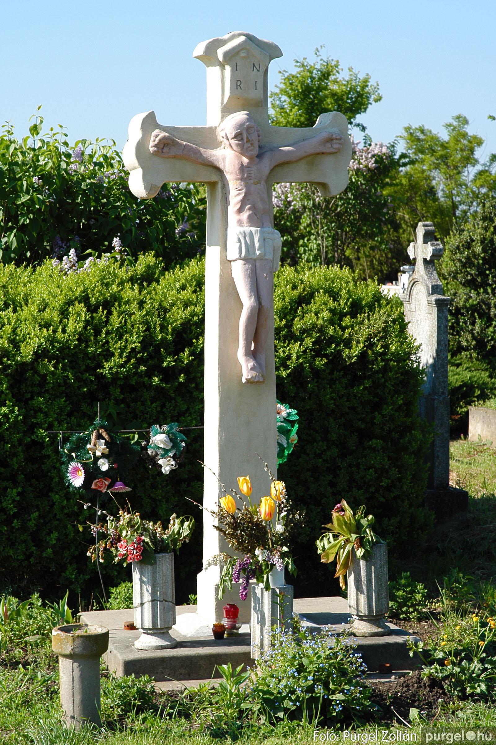 2005.05.12. 008 Barangolás a szegvári temetőben - Fotó:PURGEL ZOLTÁN© DSC_0008q.jpg