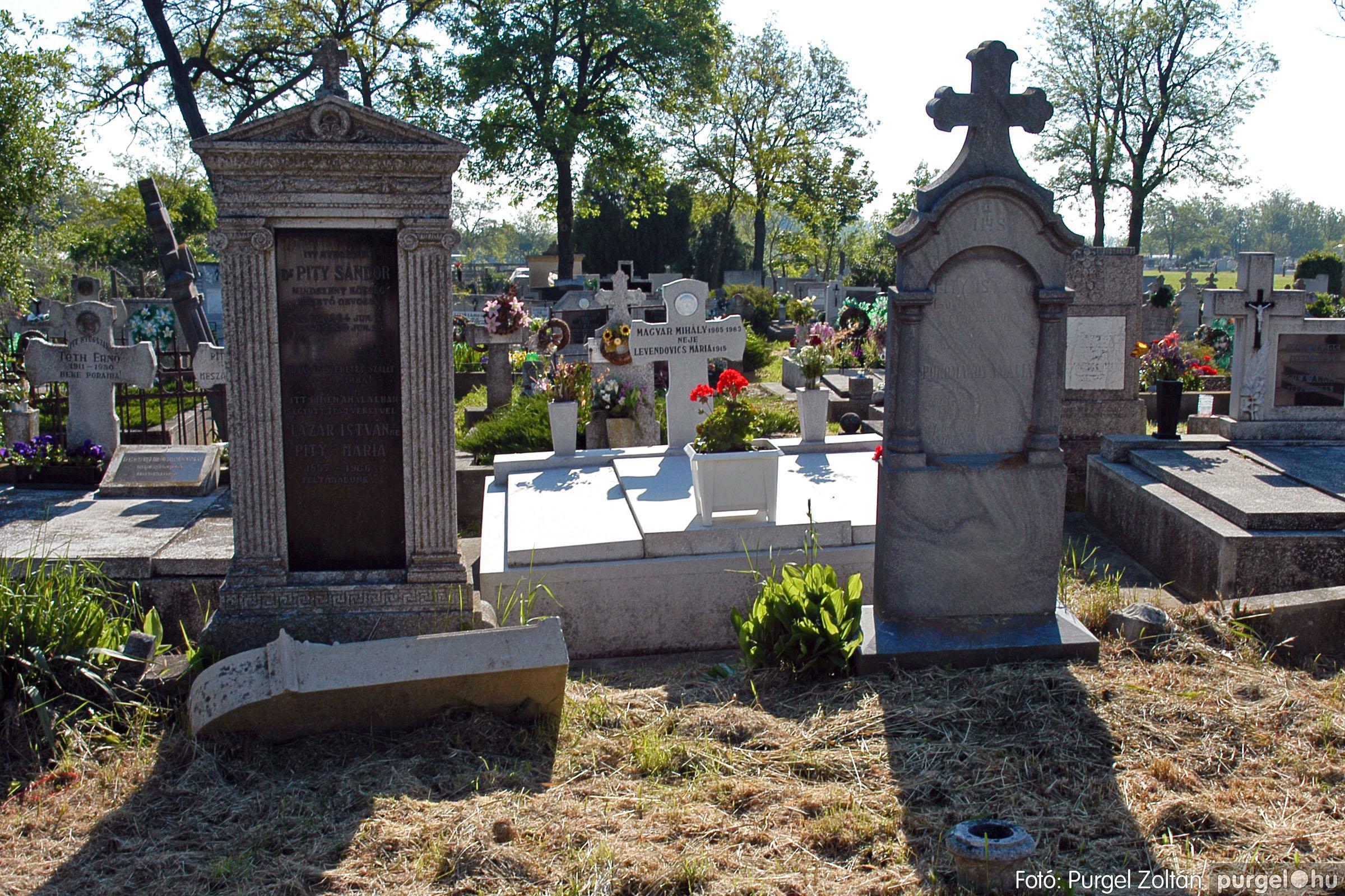2005.05.12. 005 Barangolás a szegvári temetőben - Fotó:PURGEL ZOLTÁN© DSC_0005q.jpg