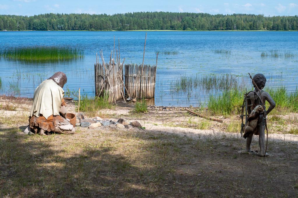 Kivikauden ihmisiä Summassaaren rannassa