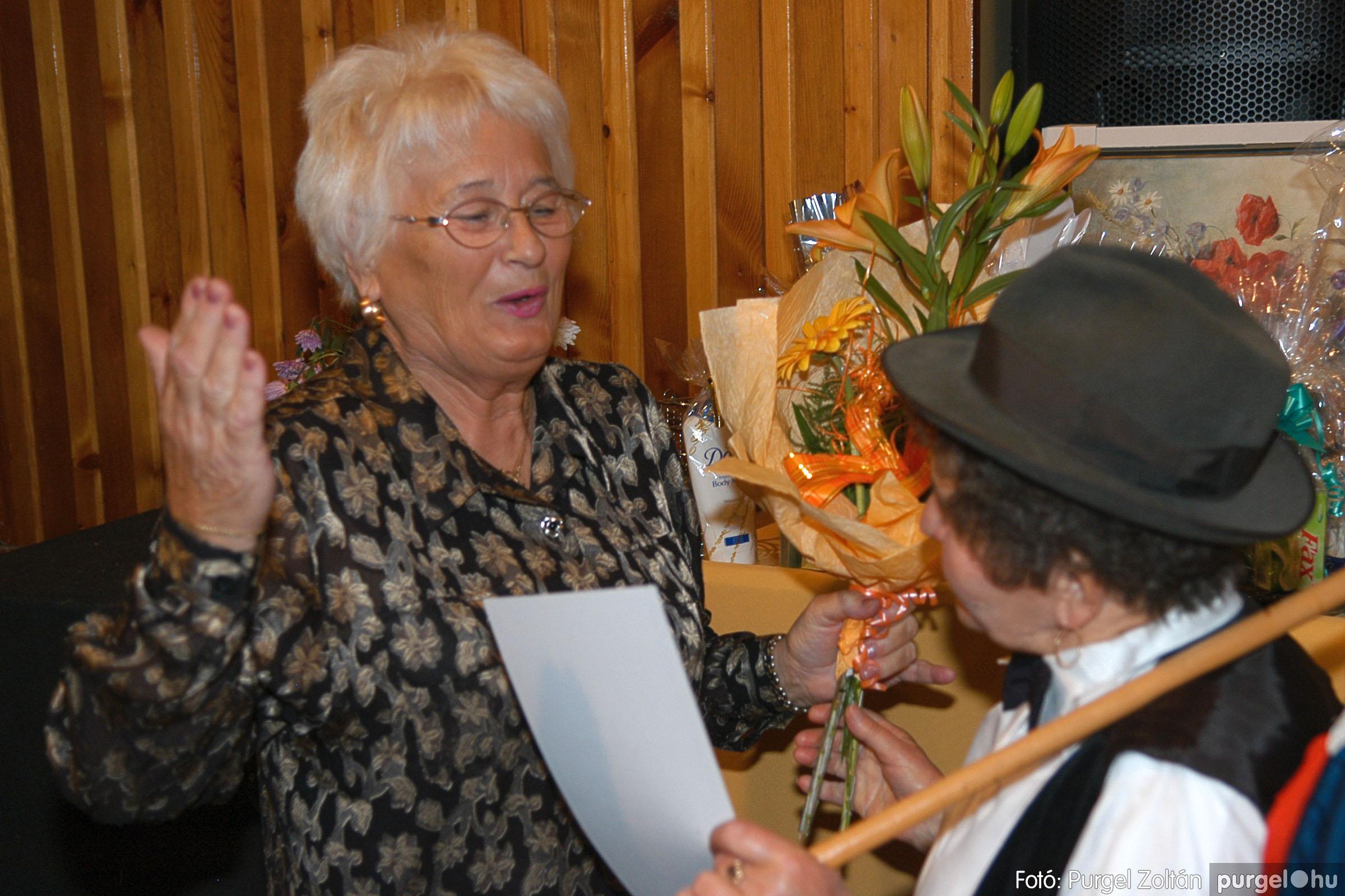 2005.11.12. 094 15 éves a Szép Öregkor Nyugdíjas Klub - Fotó:PURGEL ZOLTÁN© DSC_0468q.jpg