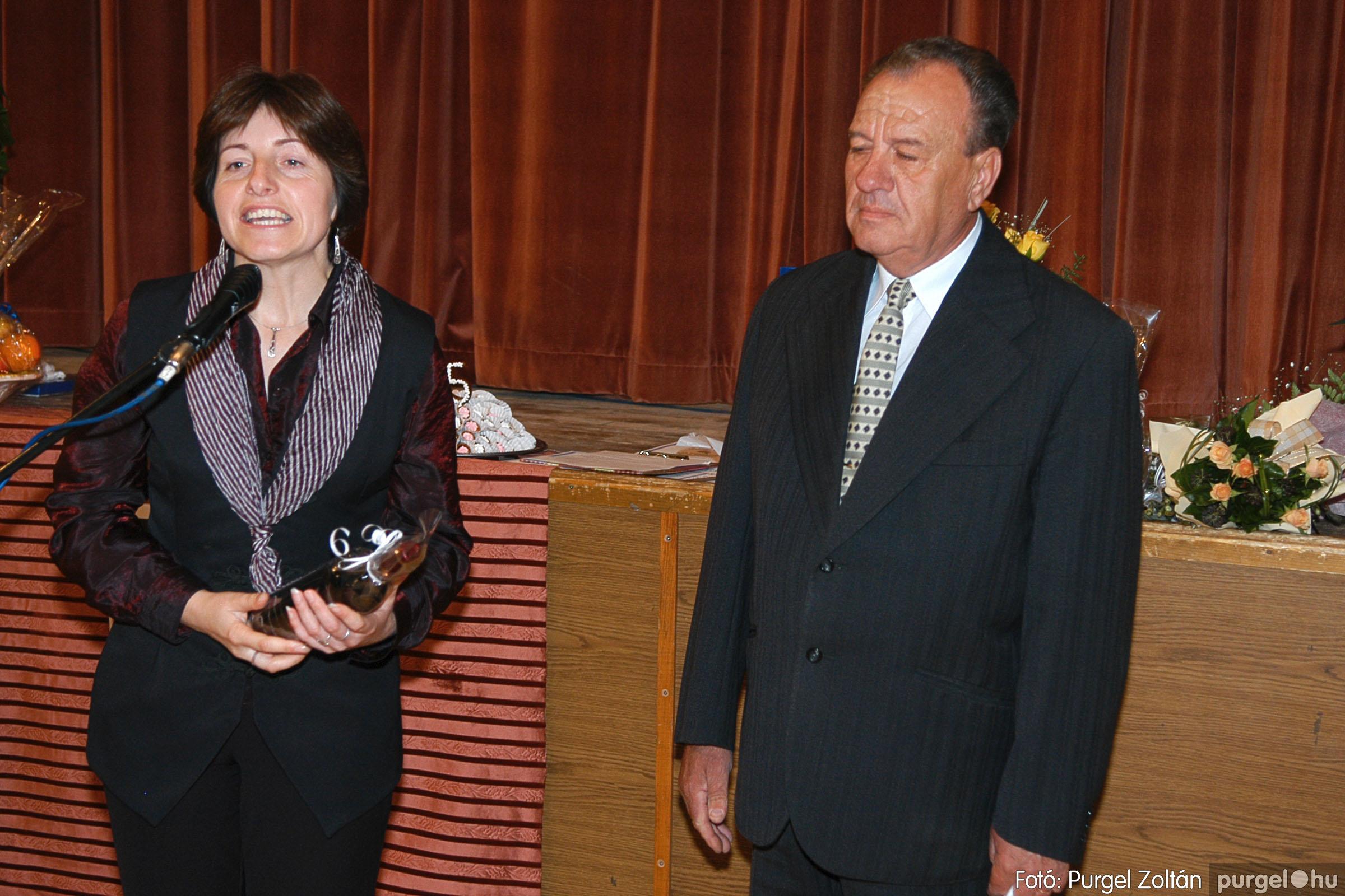 2005.11.12. 029 15 éves a Szép Öregkor Nyugdíjas Klub - Fotó:PURGEL ZOLTÁN© DSC_0392q.jpg