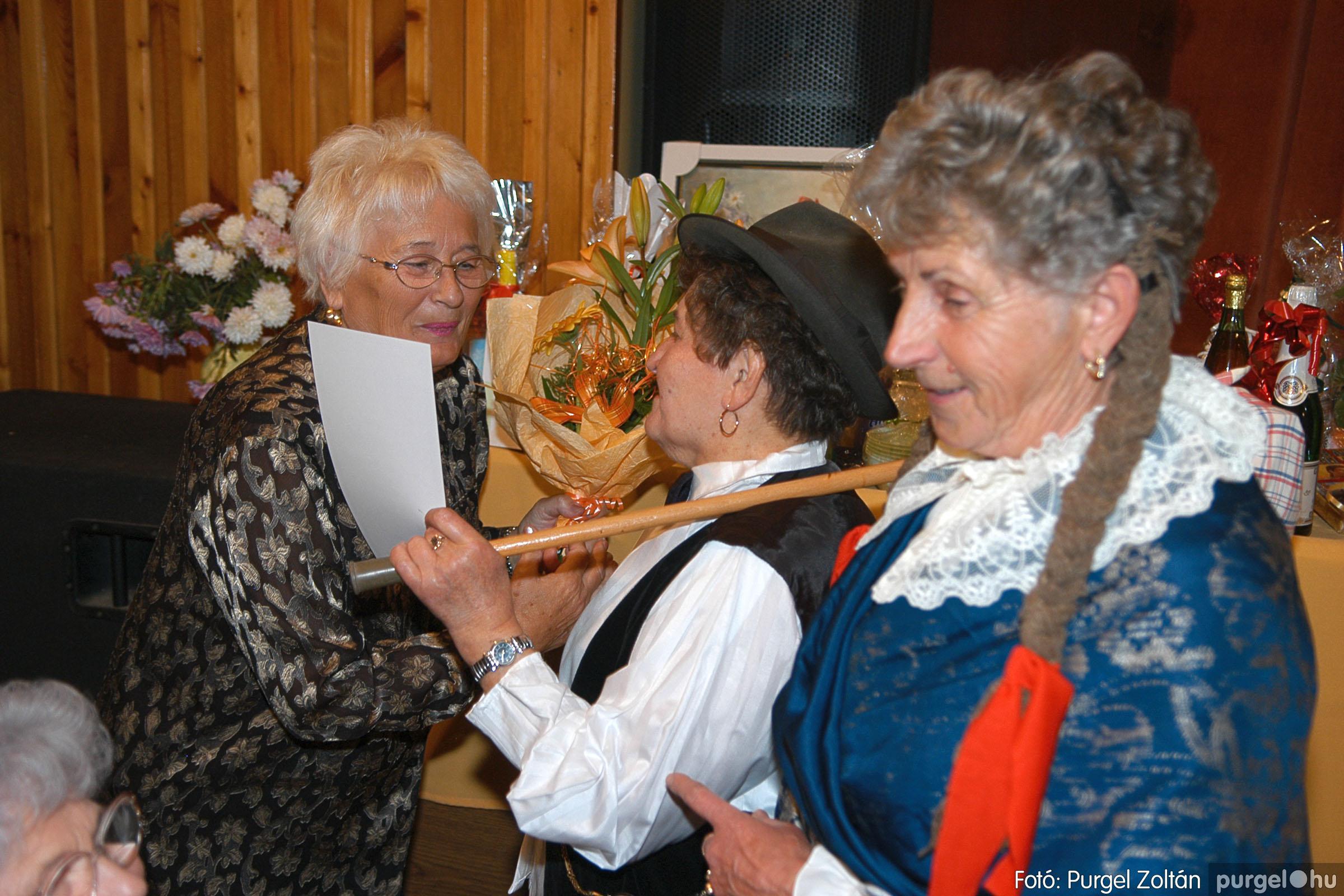 2005.11.12. 095 15 éves a Szép Öregkor Nyugdíjas Klub - Fotó:PURGEL ZOLTÁN© DSC_0469q.jpg