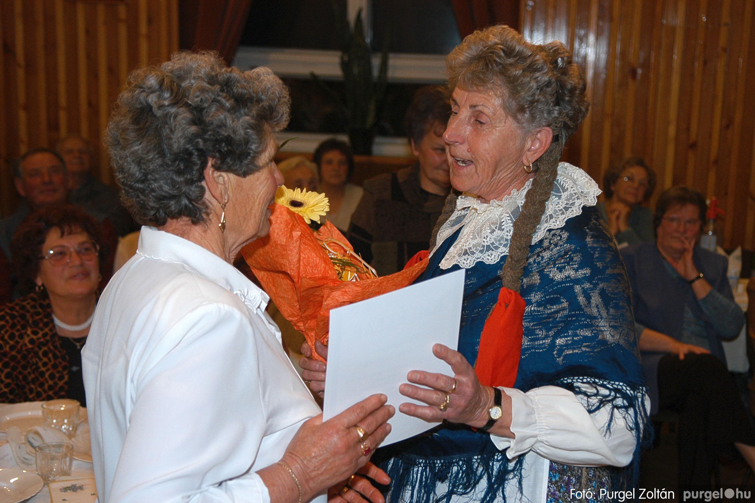 2005.11.12. 093 15 éves a Szép Öregkor Nyugdíjas Klub - Fotó:PURGEL ZOLTÁN© DSC_0467q.jpg