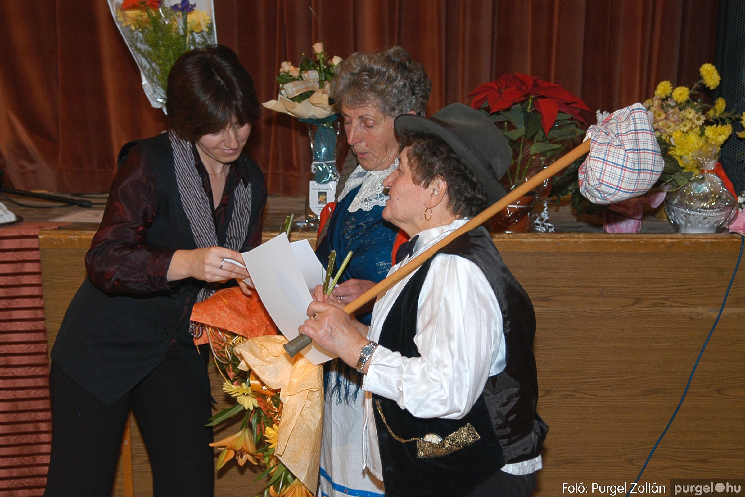 2005.11.12. 091 15 éves a Szép Öregkor Nyugdíjas Klub - Fotó:PURGEL ZOLTÁN© DSC_0465q.jpg
