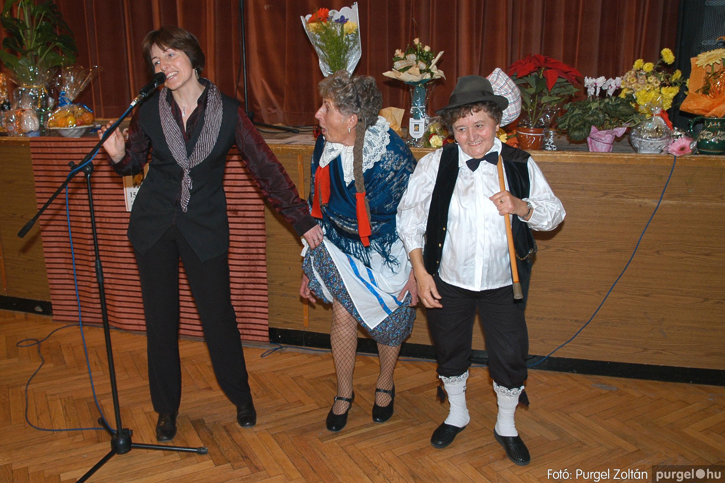 2005.11.12. 086 15 éves a Szép Öregkor Nyugdíjas Klub - Fotó:PURGEL ZOLTÁN© DSC_0457q.jpg