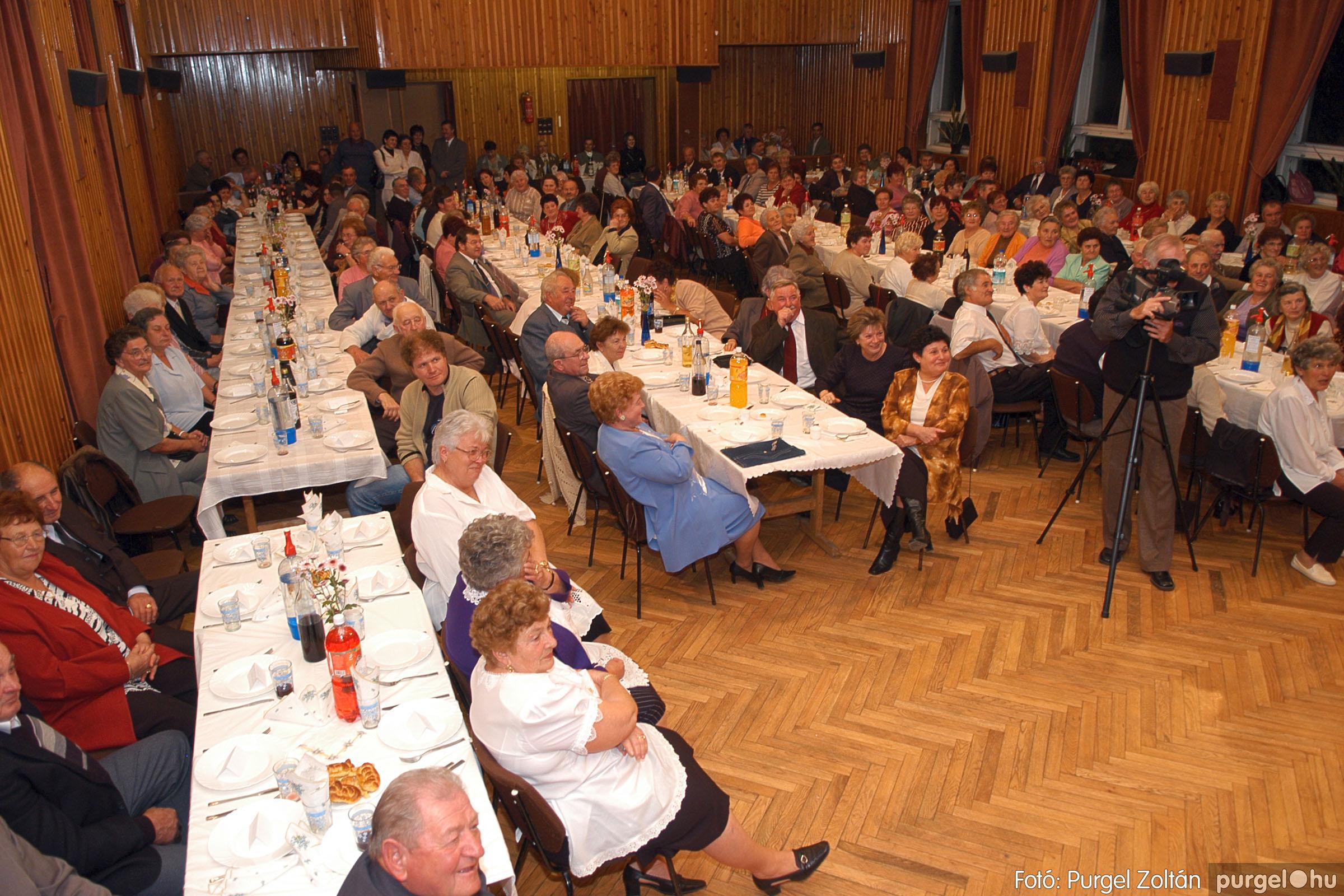 2005.11.12. 082 15 éves a Szép Öregkor Nyugdíjas Klub - Fotó:PURGEL ZOLTÁN© DSC_0453q.jpg