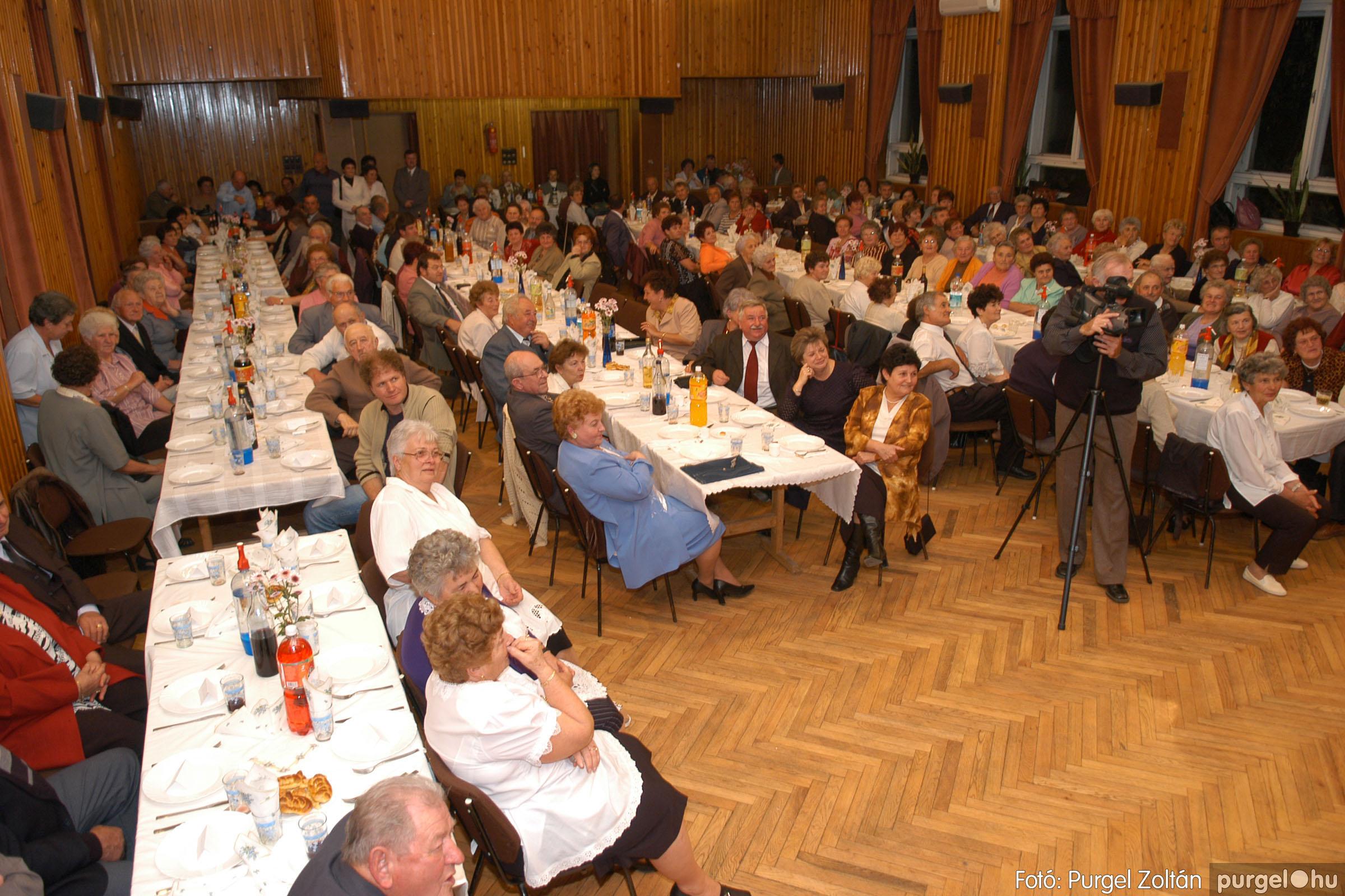 2005.11.12. 081 15 éves a Szép Öregkor Nyugdíjas Klub - Fotó:PURGEL ZOLTÁN© DSC_0452q.jpg