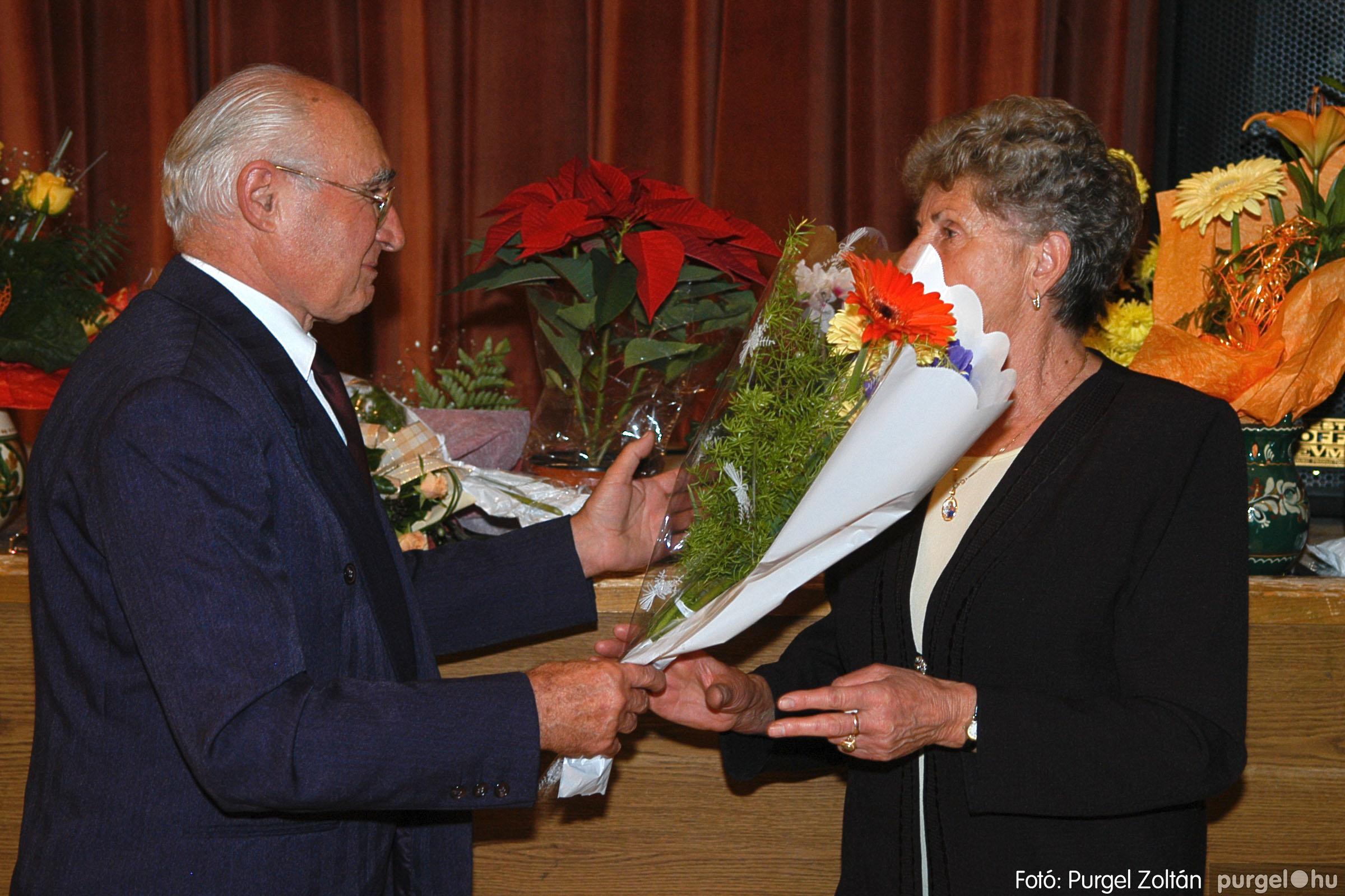 2005.11.12. 042 15 éves a Szép Öregkor Nyugdíjas Klub - Fotó:PURGEL ZOLTÁN© DSC_0405q.jpg