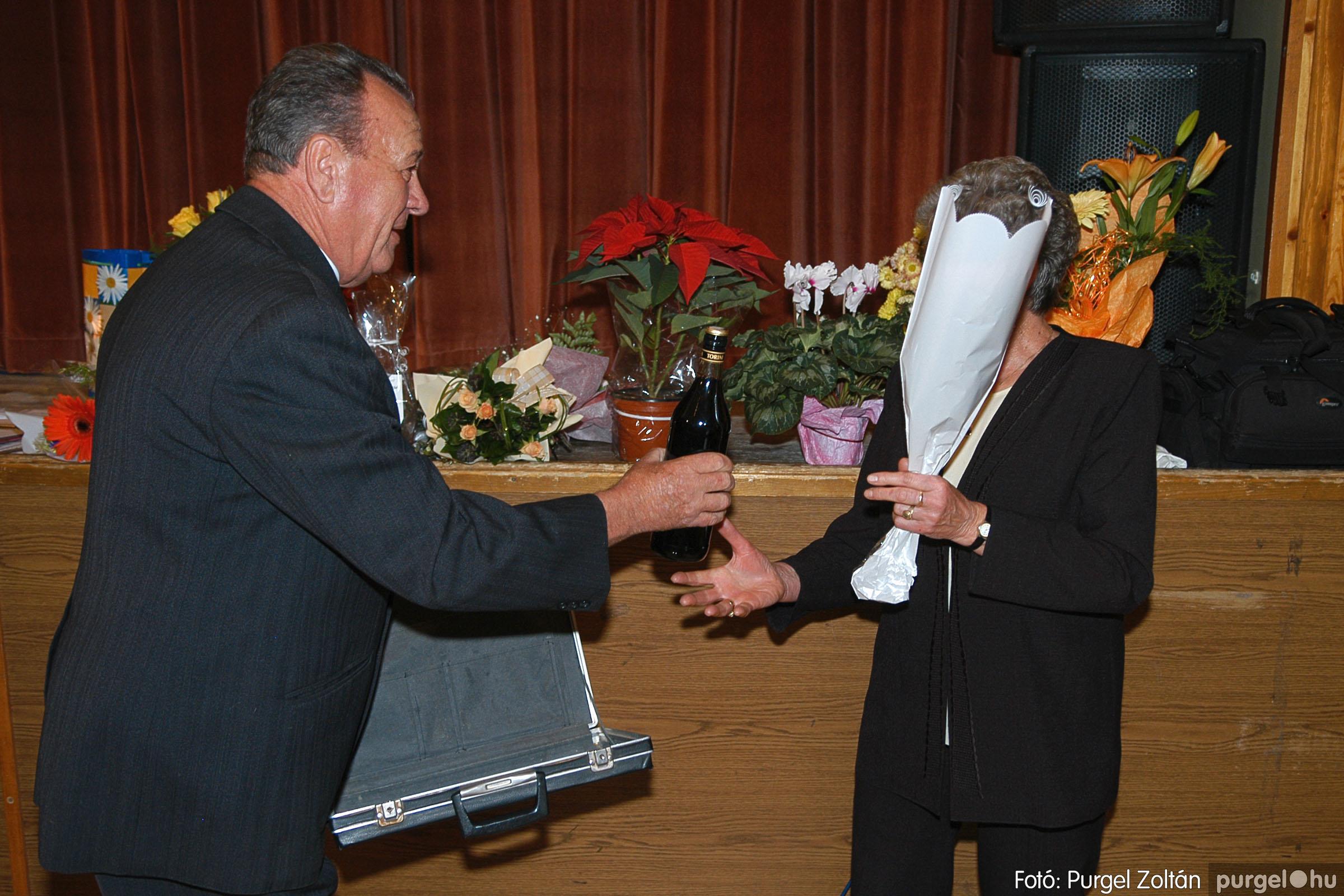 2005.11.12. 036 15 éves a Szép Öregkor Nyugdíjas Klub - Fotó:PURGEL ZOLTÁN© DSC_0399q.jpg