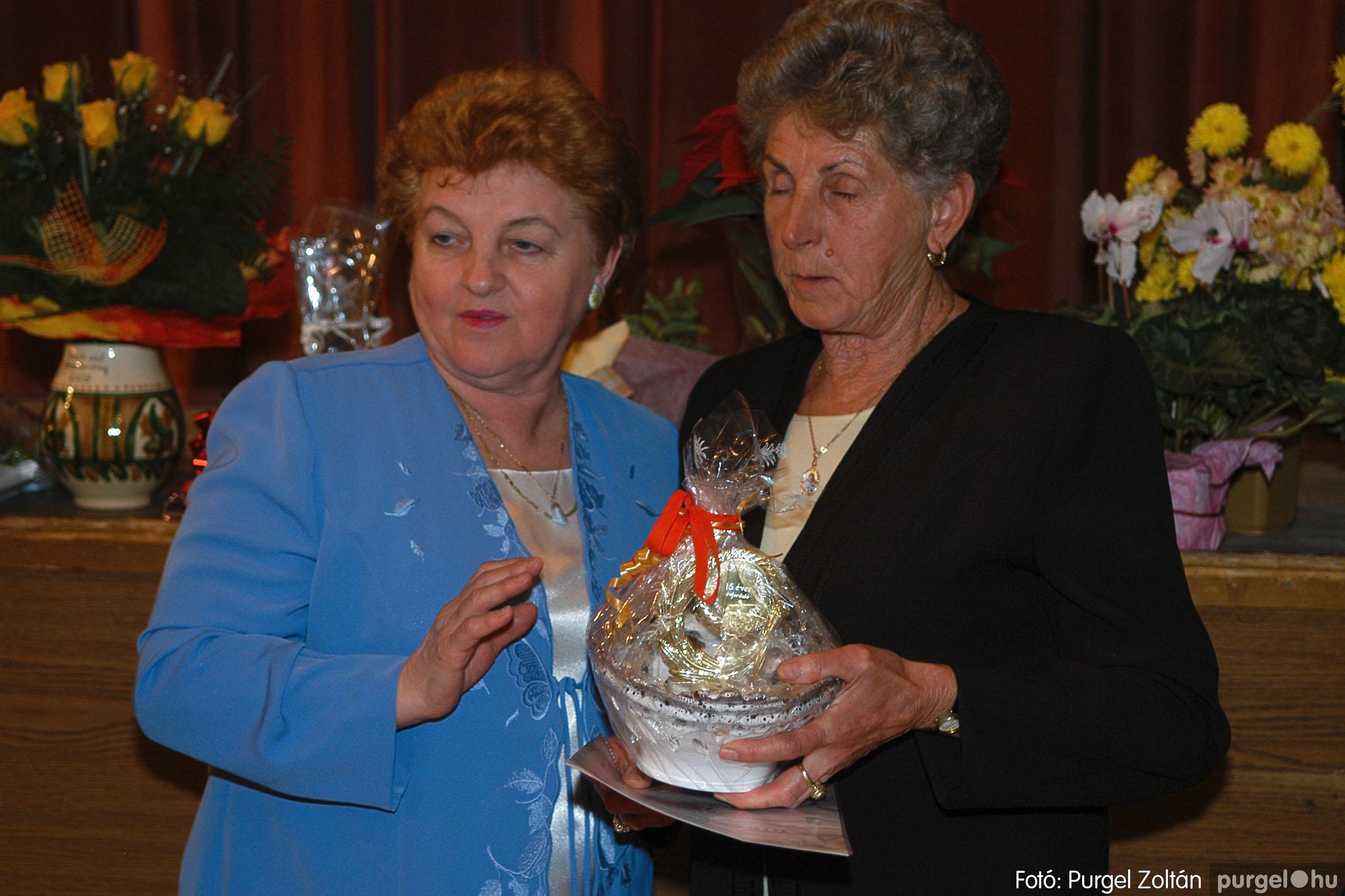 2005.11.12. 026 15 éves a Szép Öregkor Nyugdíjas Klub - Fotó:PURGEL ZOLTÁN© DSC_0388q.jpg