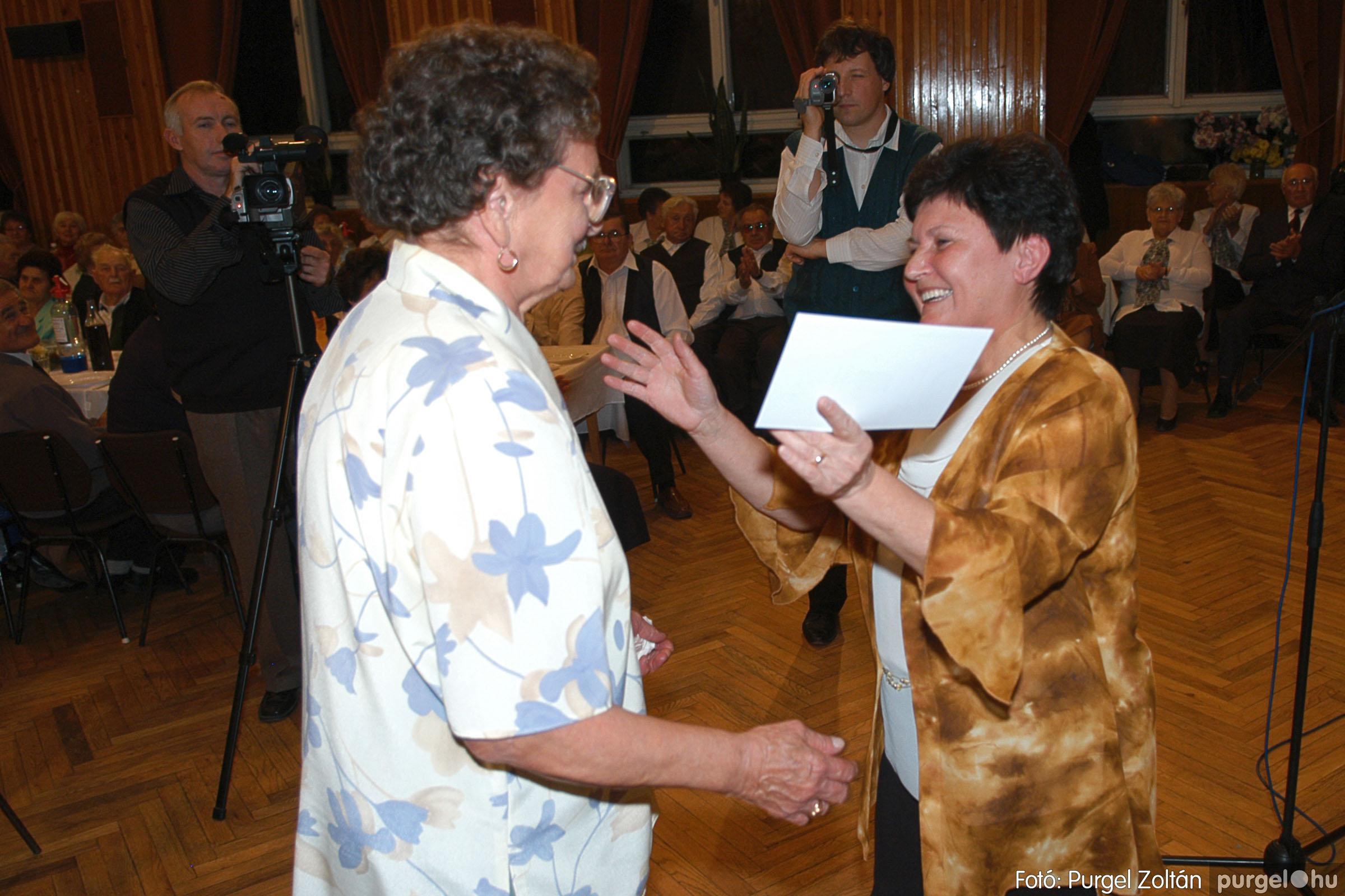 2005.11.12. 014 15 éves a Szép Öregkor Nyugdíjas Klub - Fotó:PURGEL ZOLTÁN© DSC_0372q.jpg