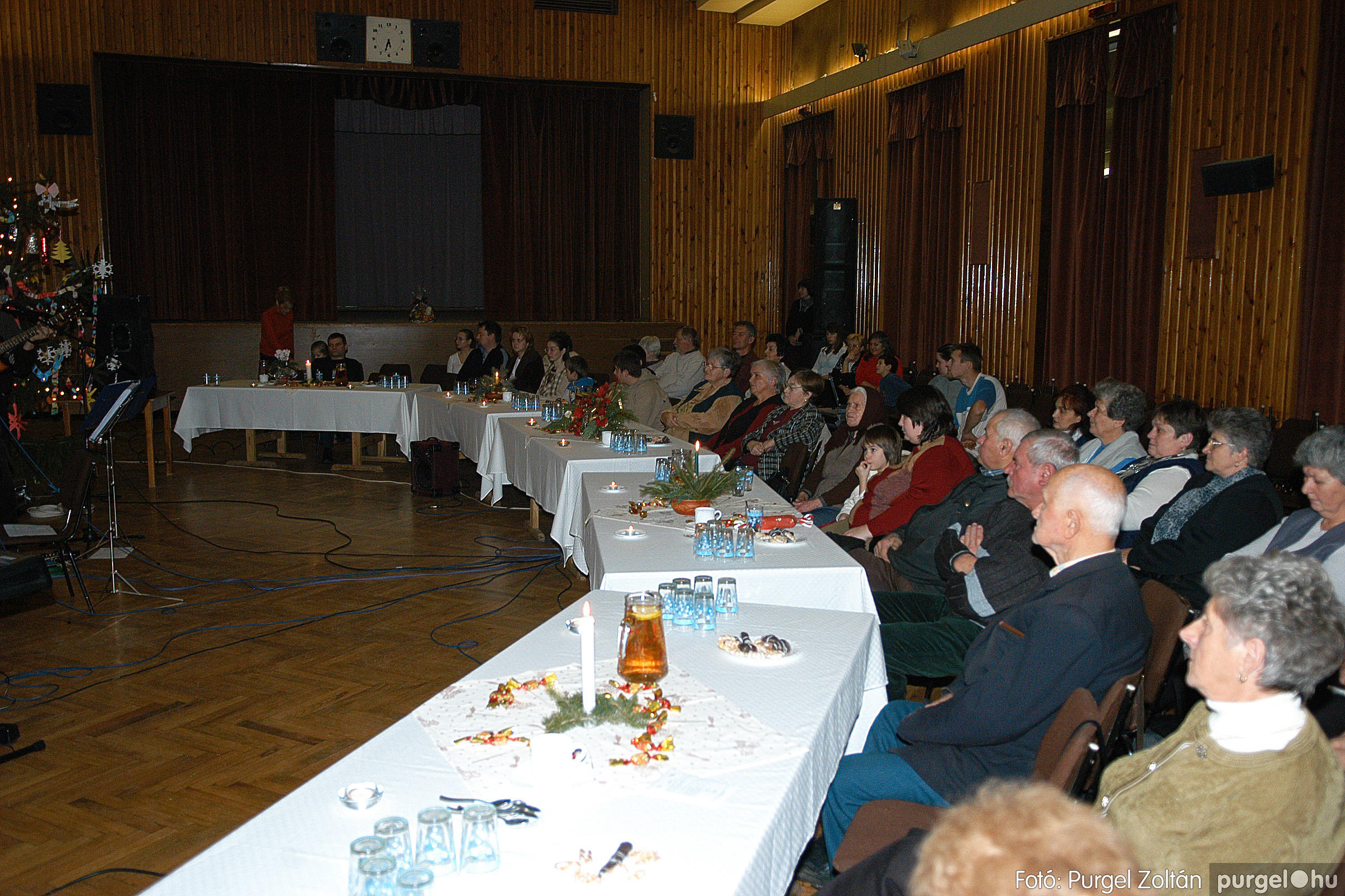 2005.12.23. 005 Karácsony a Művelődési Házban a Szőlővesszők Együttessel - Fotó:PURGEL ZOLTÁN© DSC_0137q.jpg