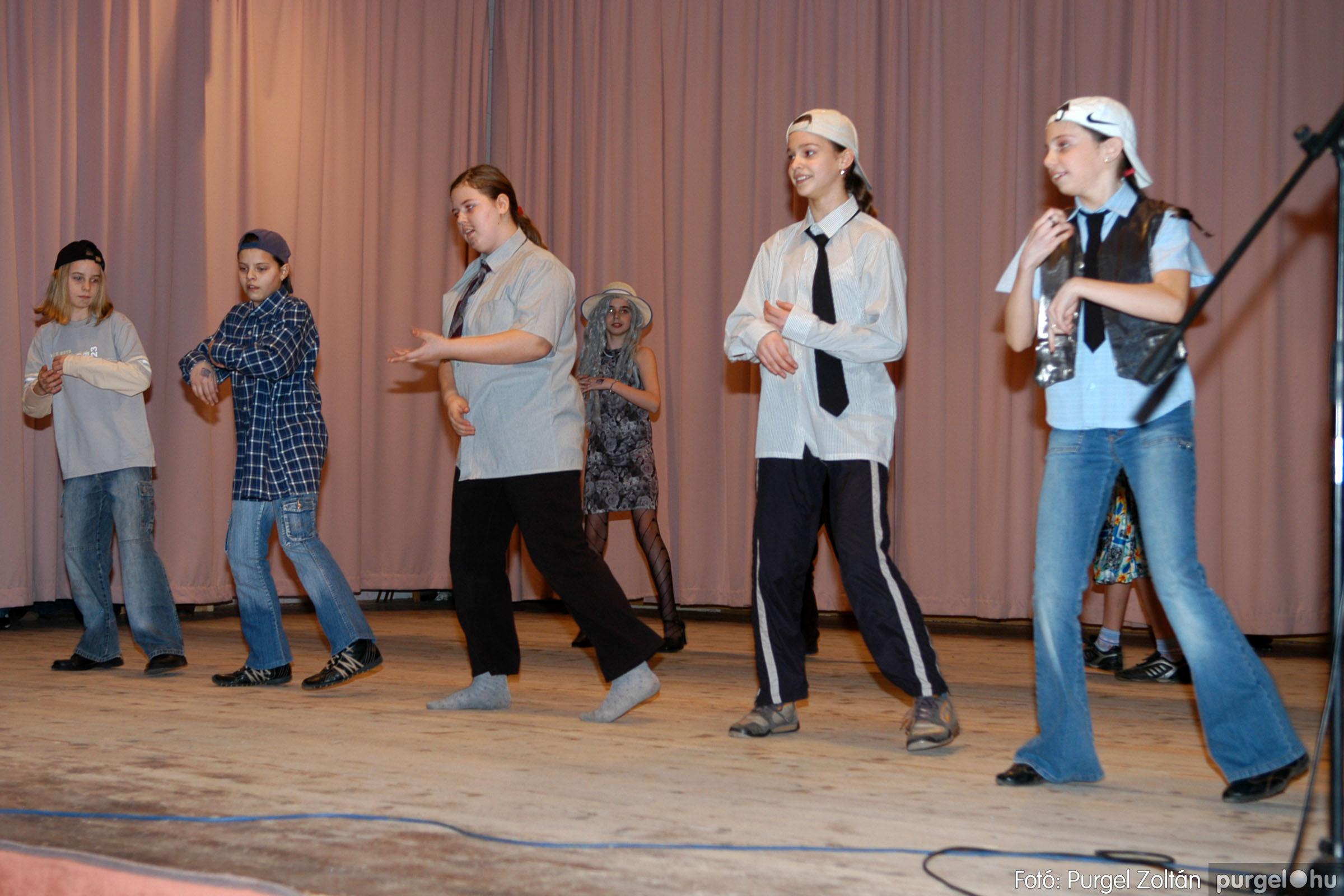 2006.02.17. 017 Forray Máté Általános Iskola farsang 2006. - felső tagozatosok - Fotó:PURGEL ZOLTÁN© DSC_0022q.jpg