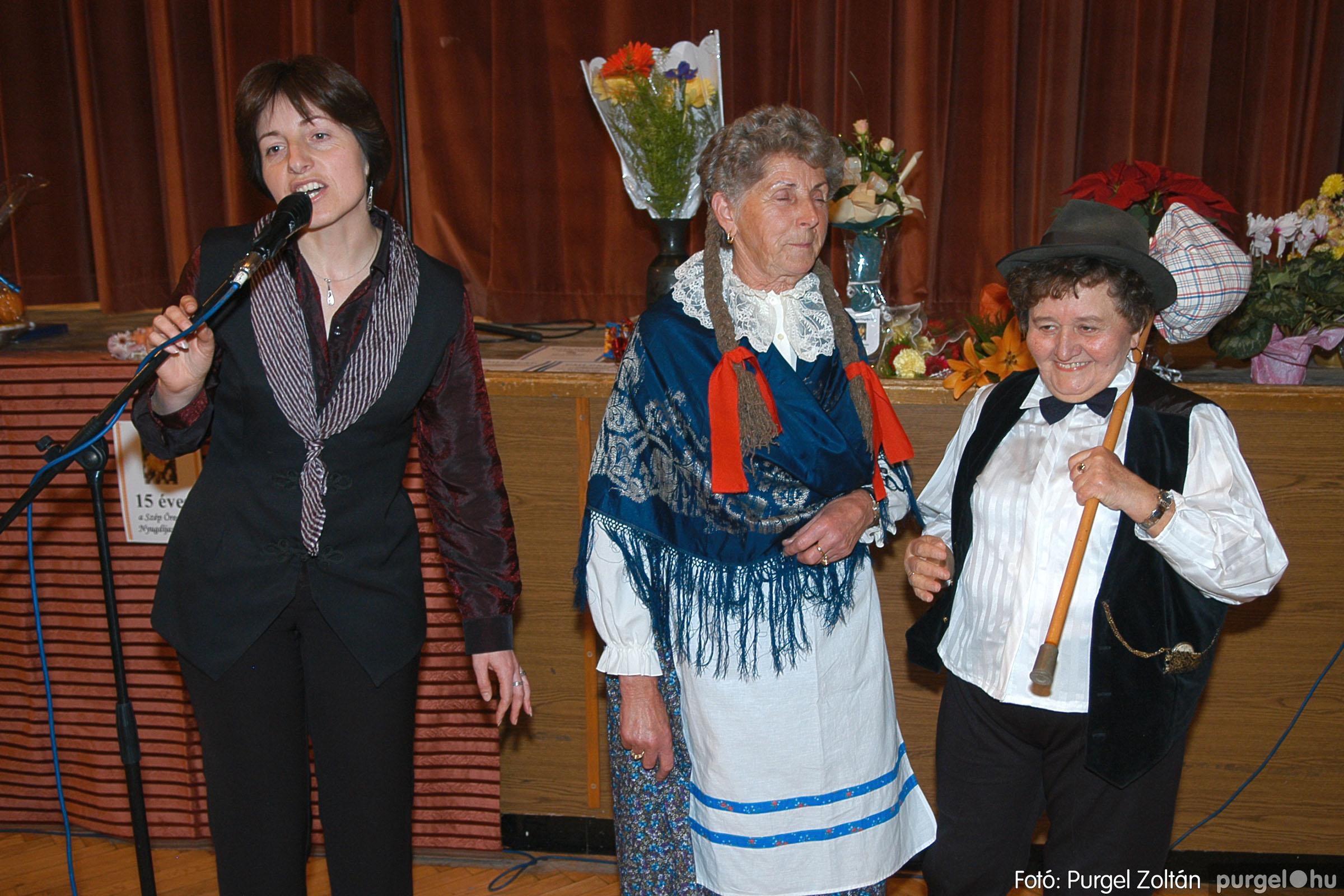2005.11.12. 084 15 éves a Szép Öregkor Nyugdíjas Klub - Fotó:PURGEL ZOLTÁN© DSC_0455q.jpg