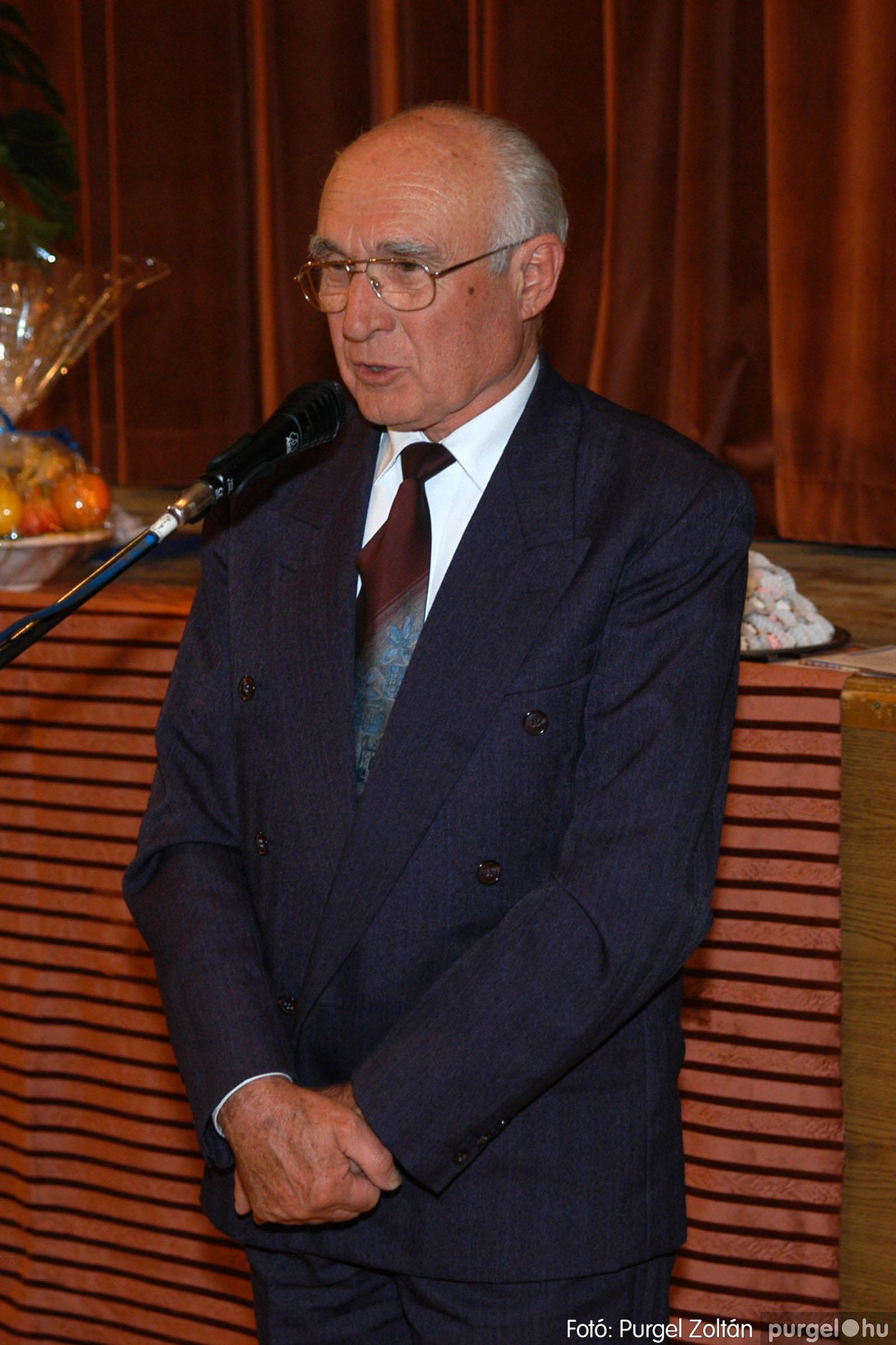 2005.11.12. 038 15 éves a Szép Öregkor Nyugdíjas Klub - Fotó:PURGEL ZOLTÁN© DSC_0401q.jpg