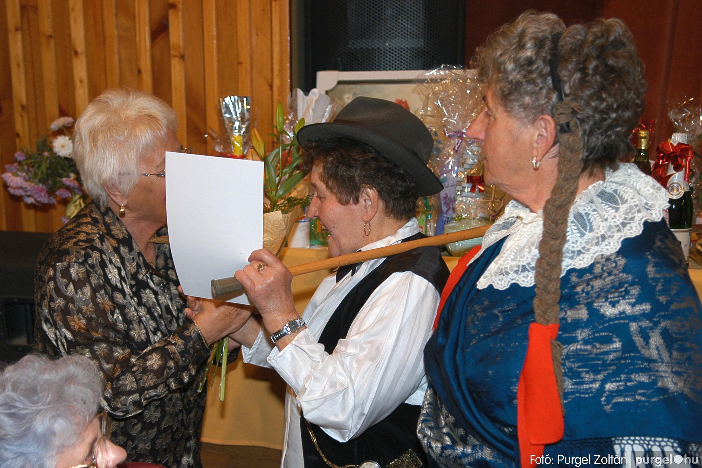 2005.11.12. 096 15 éves a Szép Öregkor Nyugdíjas Klub - Fotó:PURGEL ZOLTÁN© DSC_0470q.jpg