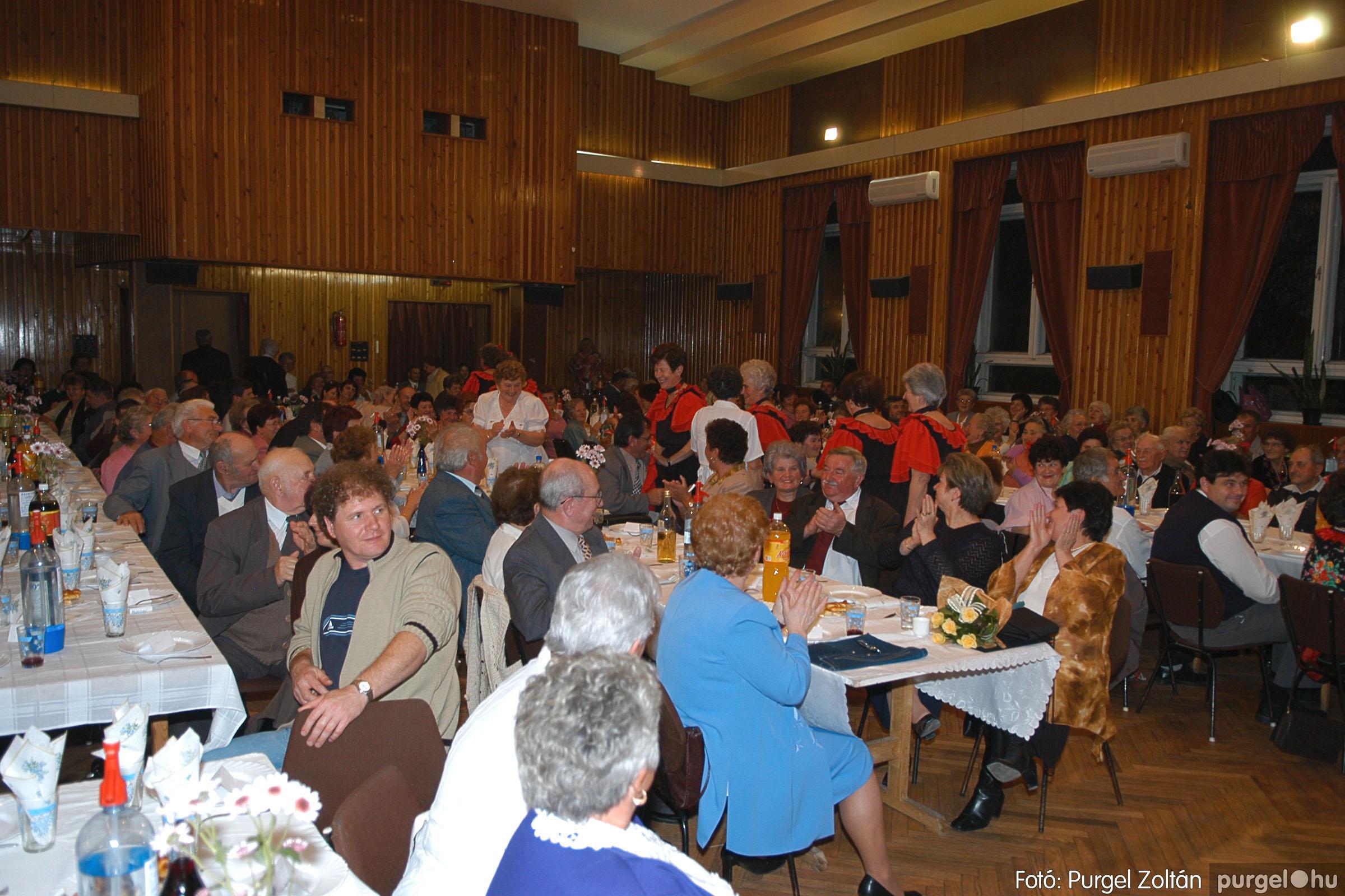 2005.11.12. 076 15 éves a Szép Öregkor Nyugdíjas Klub - Fotó:PURGEL ZOLTÁN© DSC_0445q.jpg