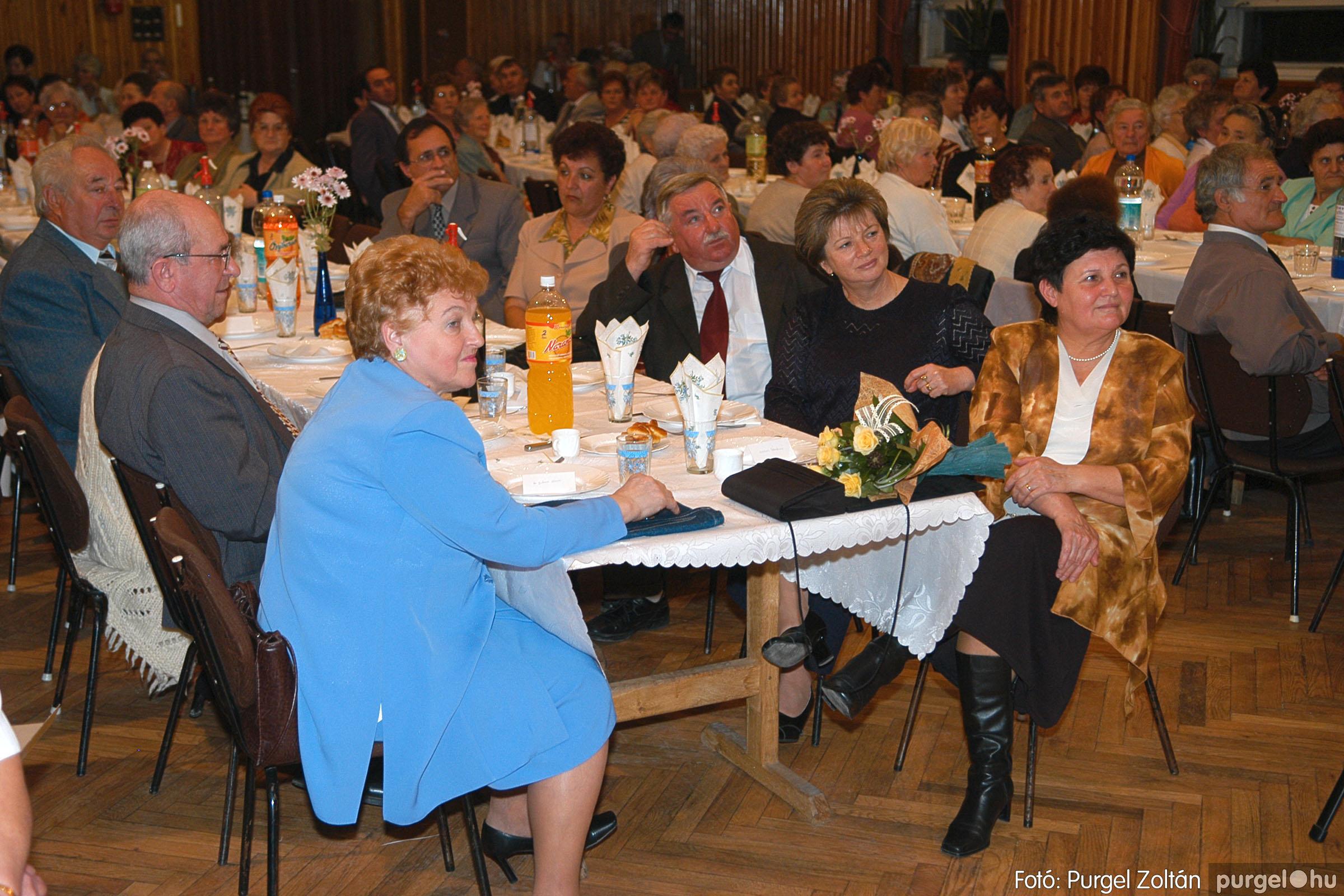 2005.11.12. 047 15 éves a Szép Öregkor Nyugdíjas Klub - Fotó:PURGEL ZOLTÁN© DSC_0411q.jpg