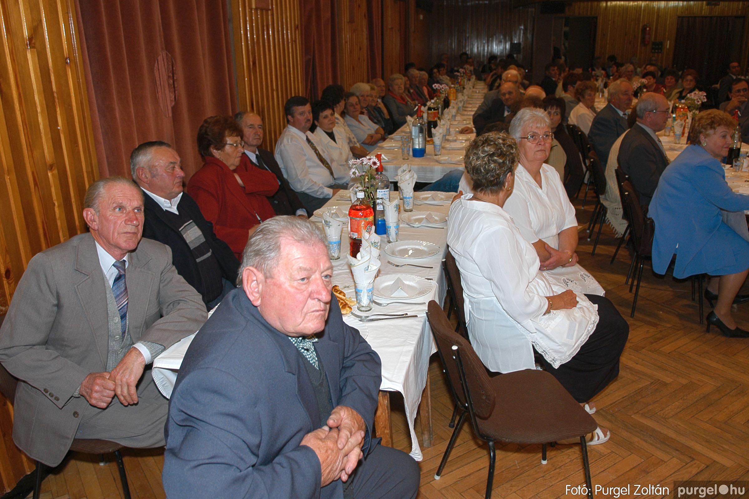 2005.11.12. 046 15 éves a Szép Öregkor Nyugdíjas Klub - Fotó:PURGEL ZOLTÁN© DSC_0410q.jpg