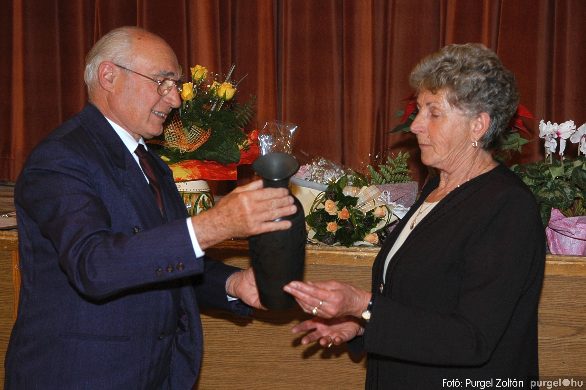 2005.11.12. 039 15 éves a Szép Öregkor Nyugdíjas Klub - Fotó:PURGEL ZOLTÁN© DSC_0402q.jpg