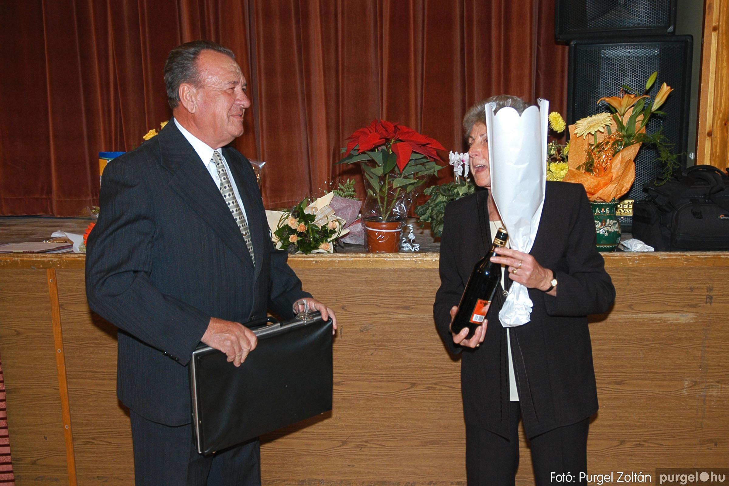 2005.11.12. 037 15 éves a Szép Öregkor Nyugdíjas Klub - Fotó:PURGEL ZOLTÁN© DSC_0400q.jpg