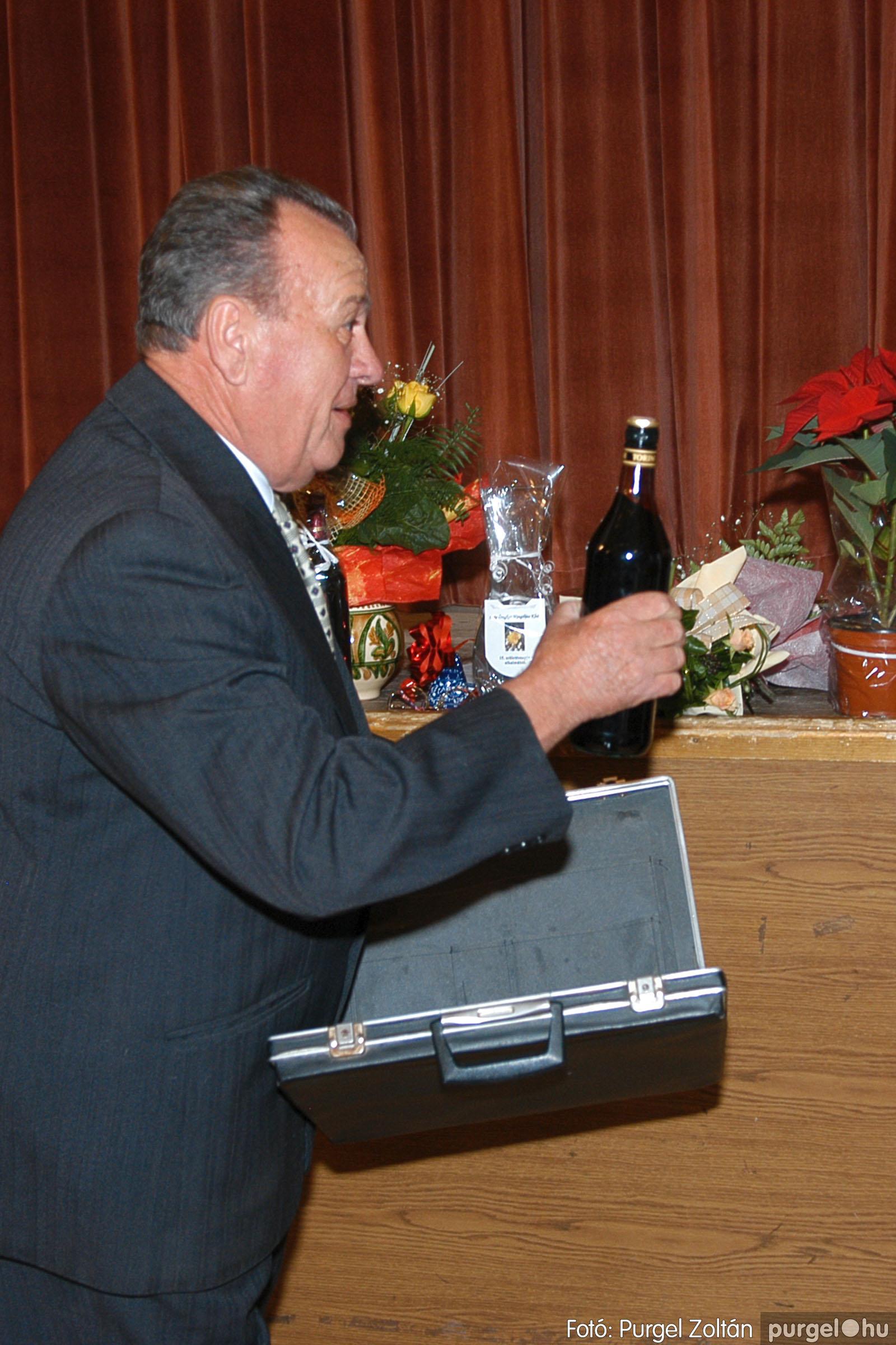 2005.11.12. 035 15 éves a Szép Öregkor Nyugdíjas Klub - Fotó:PURGEL ZOLTÁN© DSC_0398q.jpg
