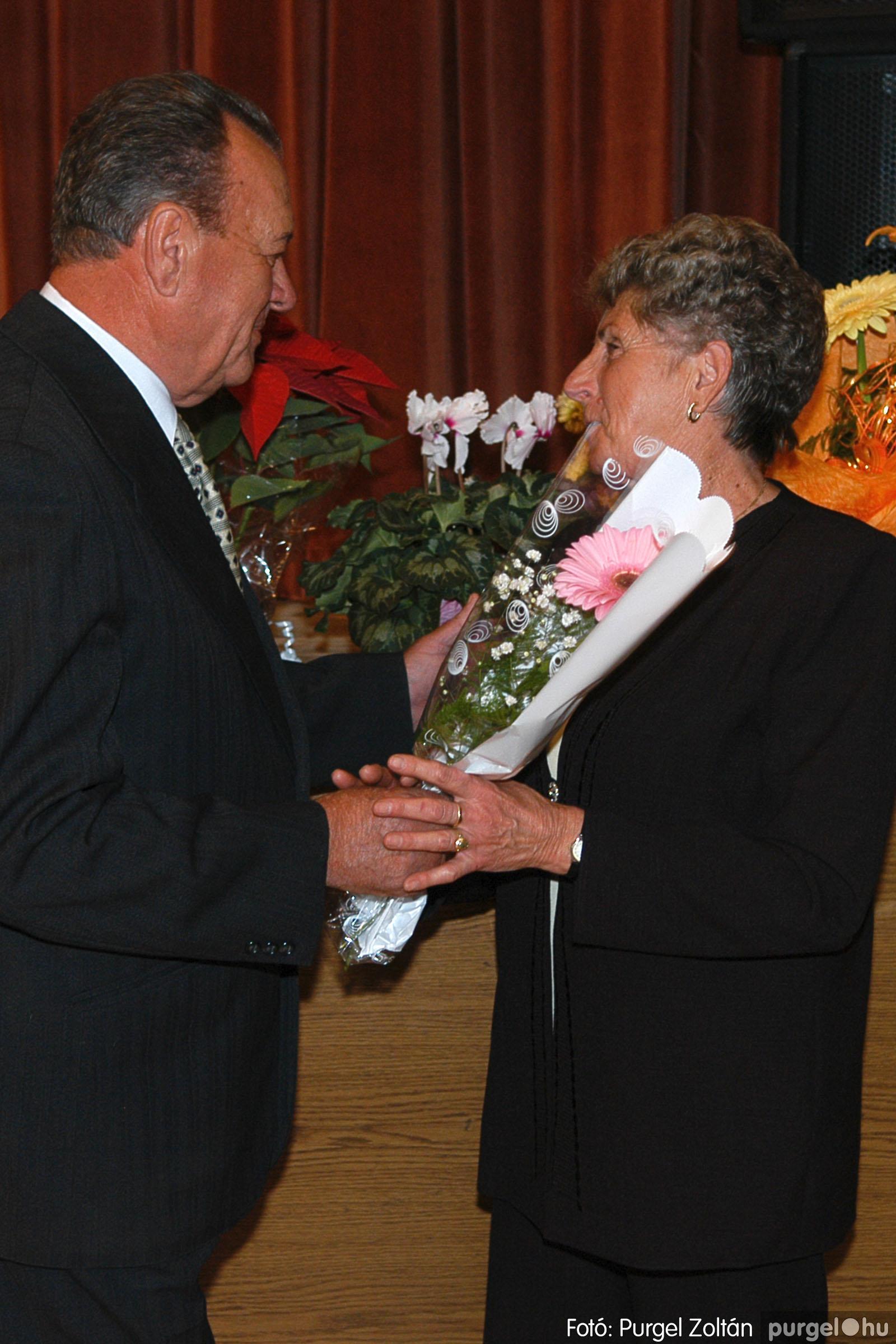2005.11.12. 033 15 éves a Szép Öregkor Nyugdíjas Klub - Fotó:PURGEL ZOLTÁN© DSC_0396q.jpg