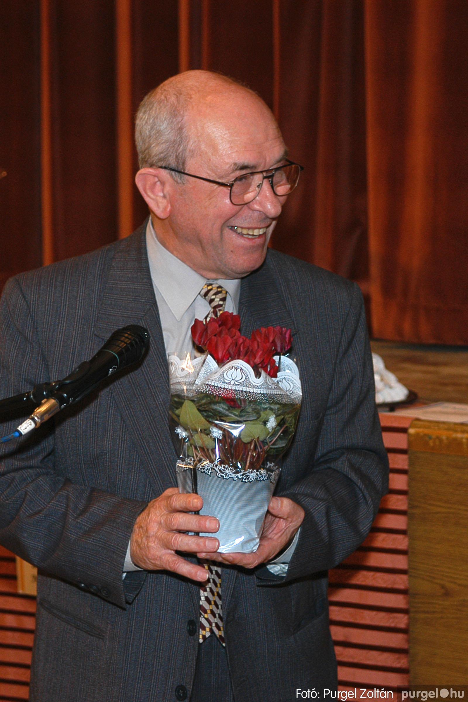 2005.11.12. 025 15 éves a Szép Öregkor Nyugdíjas Klub - Fotó:PURGEL ZOLTÁN© DSC_0387q.jpg