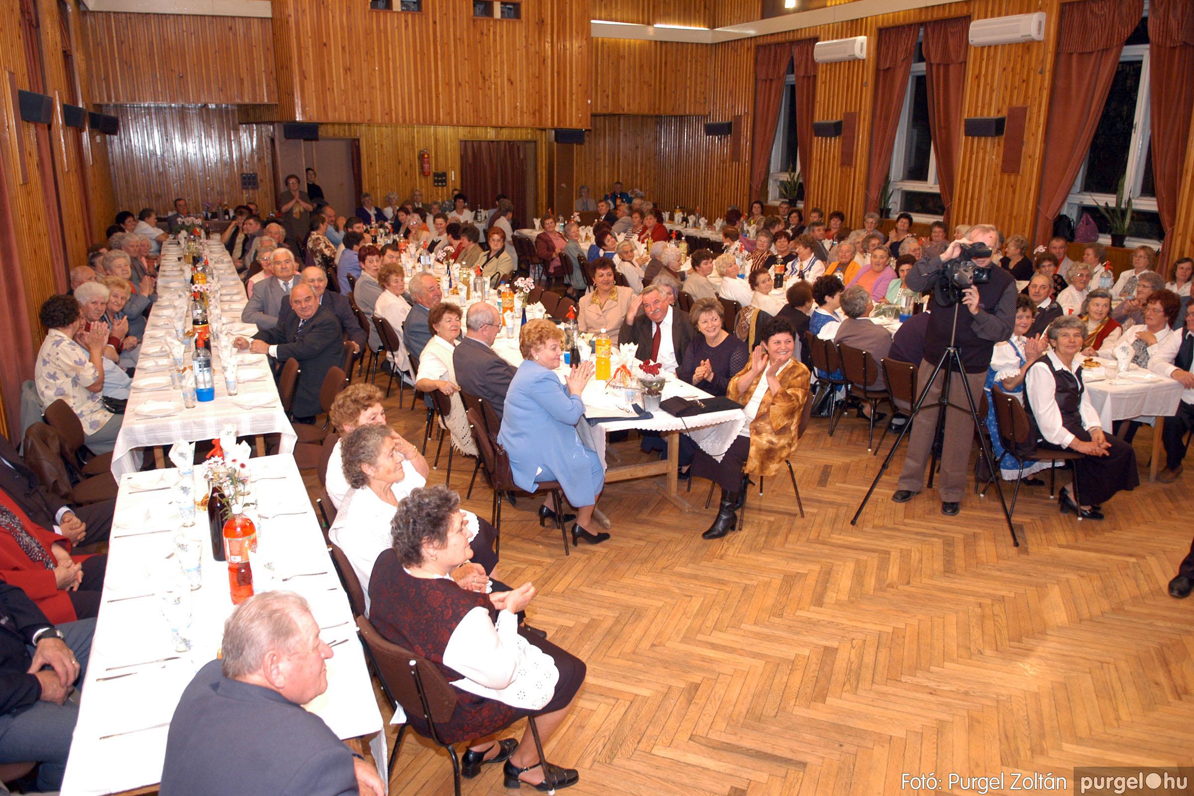 2005.11.12. 004 15 éves a Szép Öregkor Nyugdíjas Klub - Fotó:PURGEL ZOLTÁN© DSC_0357q.jpg