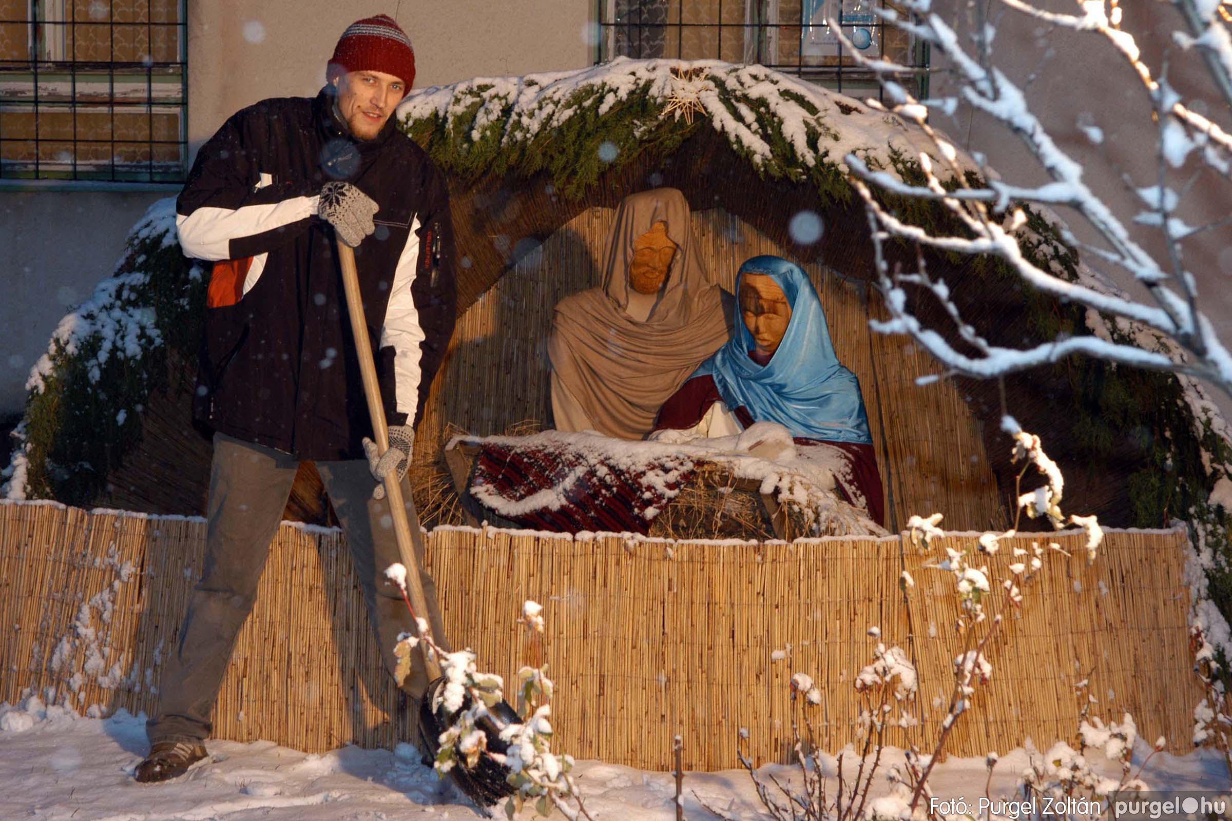 2005.12.22. 008 Télesti séta a Szabadság téren - Fotó:PURGEL ZOLTÁN© DSC_0116q.jpg