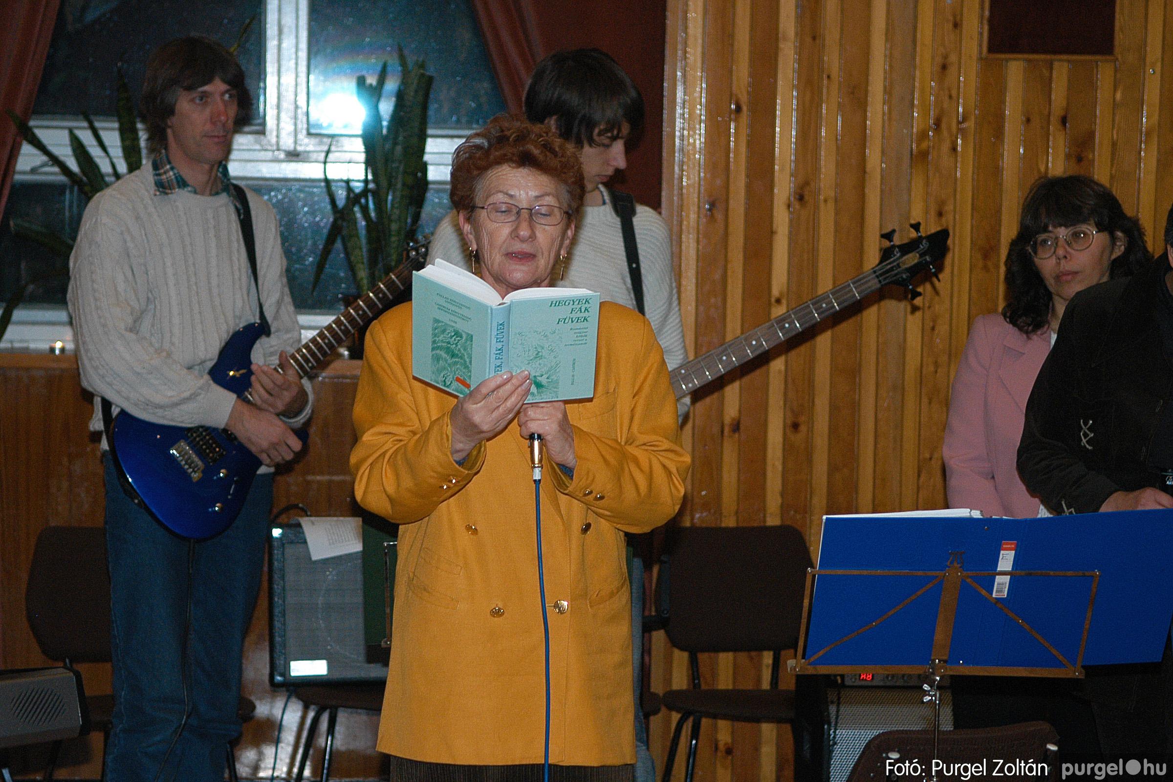 2005.12.23. 001 Karácsony a Művelődési Házban a Szőlővesszők Együttessel - Fotó:PURGEL ZOLTÁN© DSC_0133q.jpg