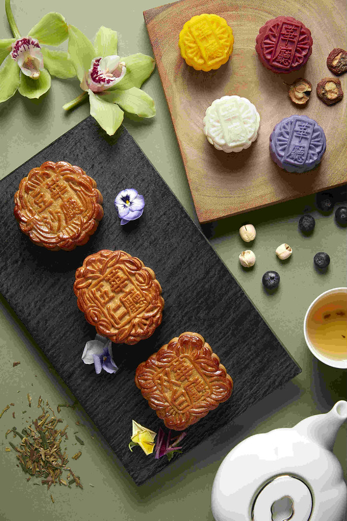 HuaTing Assorted Traditional Baked & Mini Snowskin Mooncakes