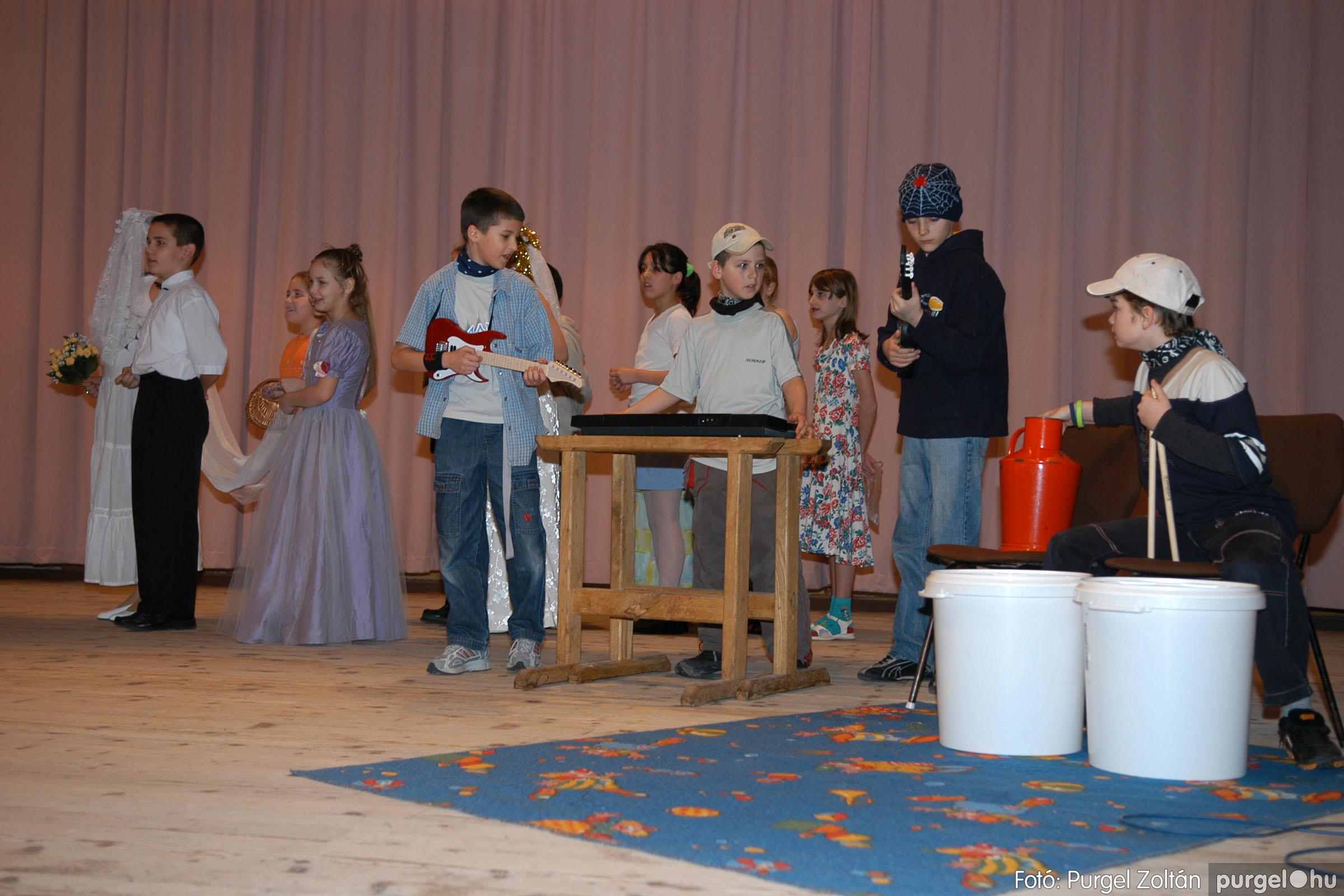 2006.02.18. 079 Forray Máté Általános Iskola farsang 2006. - alsó tagozatosok - Fotó:PURGEL ZOLTÁN© DSC_0101q.jpg